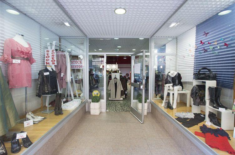 Escaparate de nuestra tienda de ropa outlet en Zaragoza