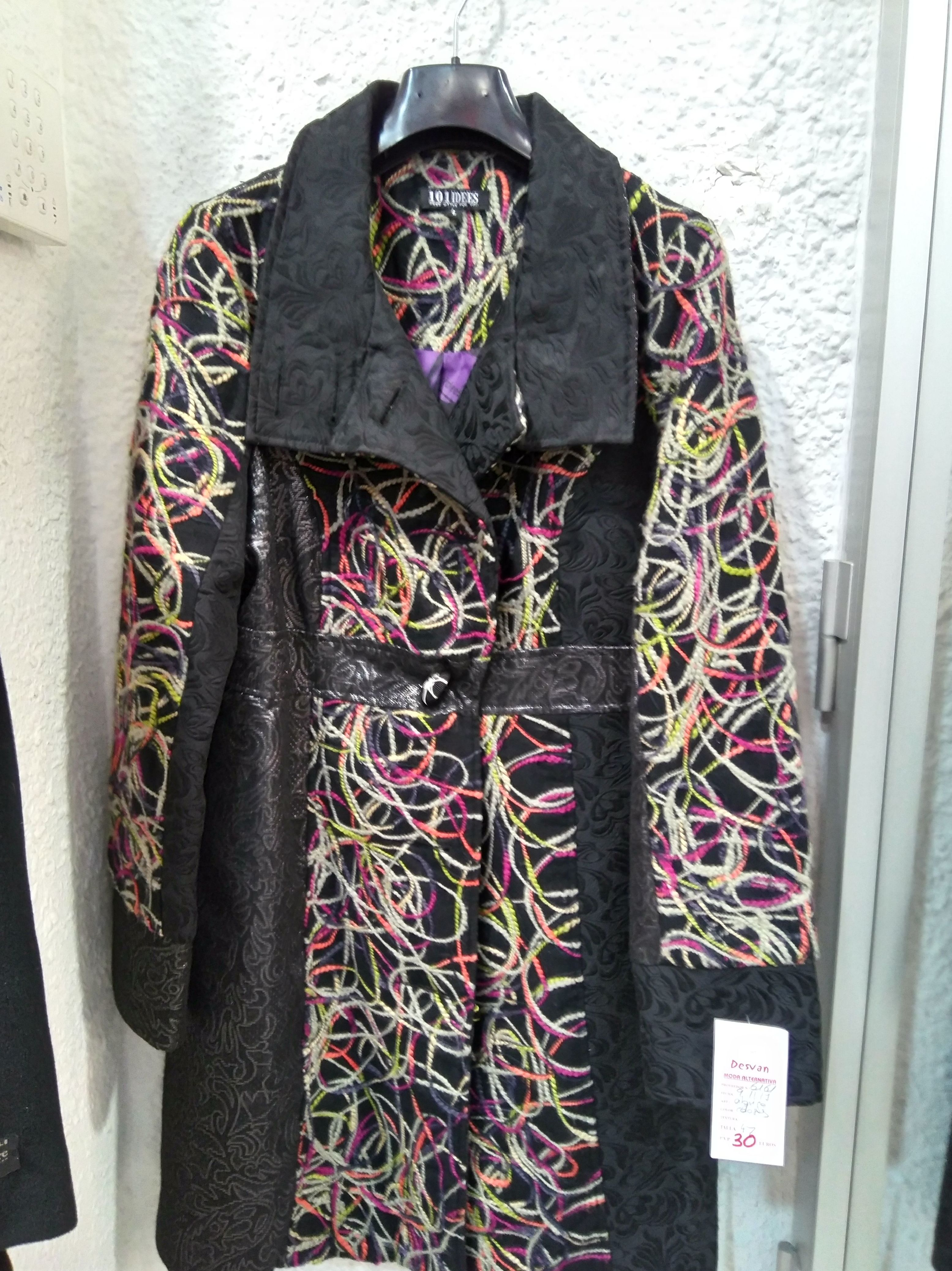 Abrigo paño colores tipo Desigual. 30€ Talla 40