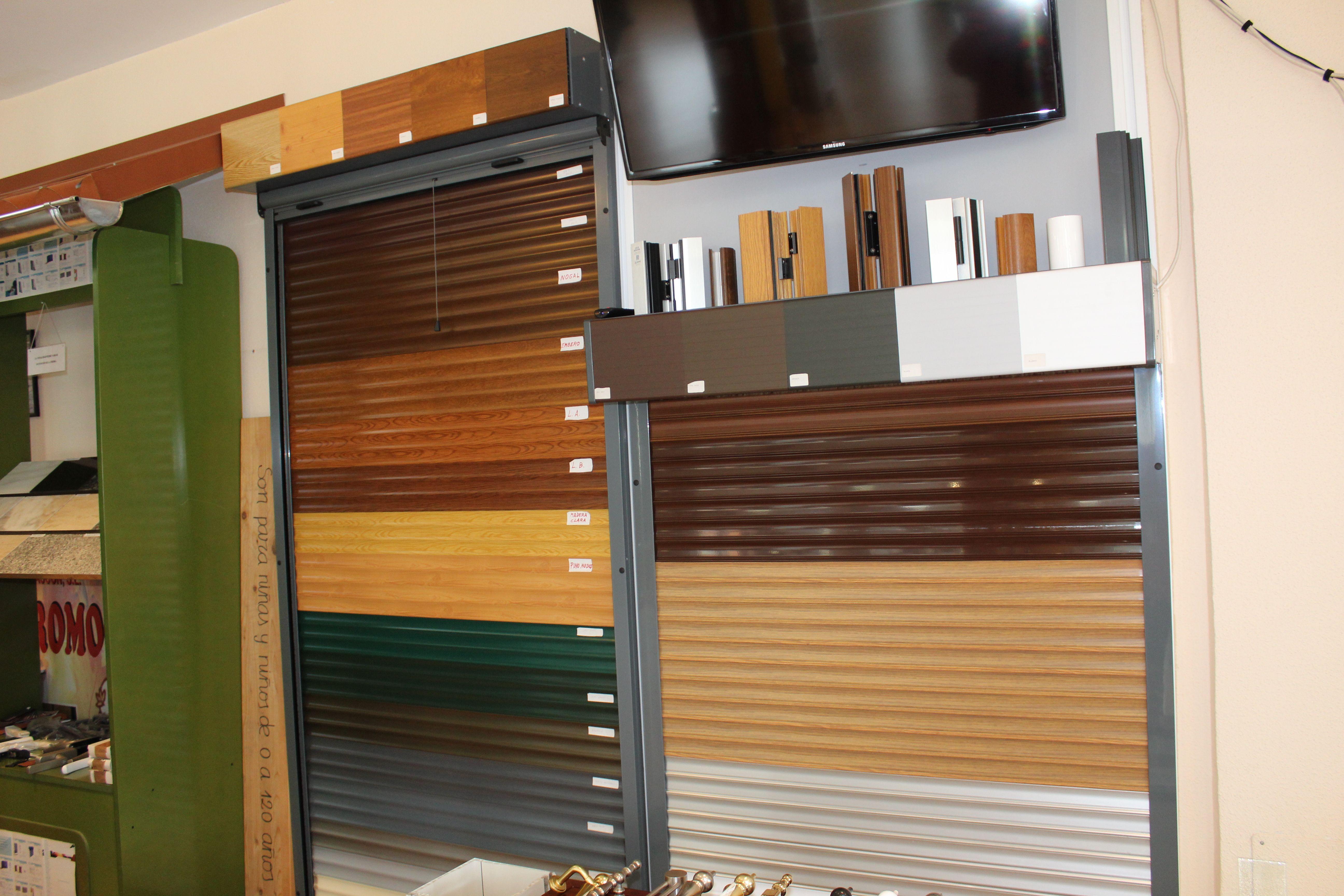 Puertas de garaje metálicas en diferentes acabados