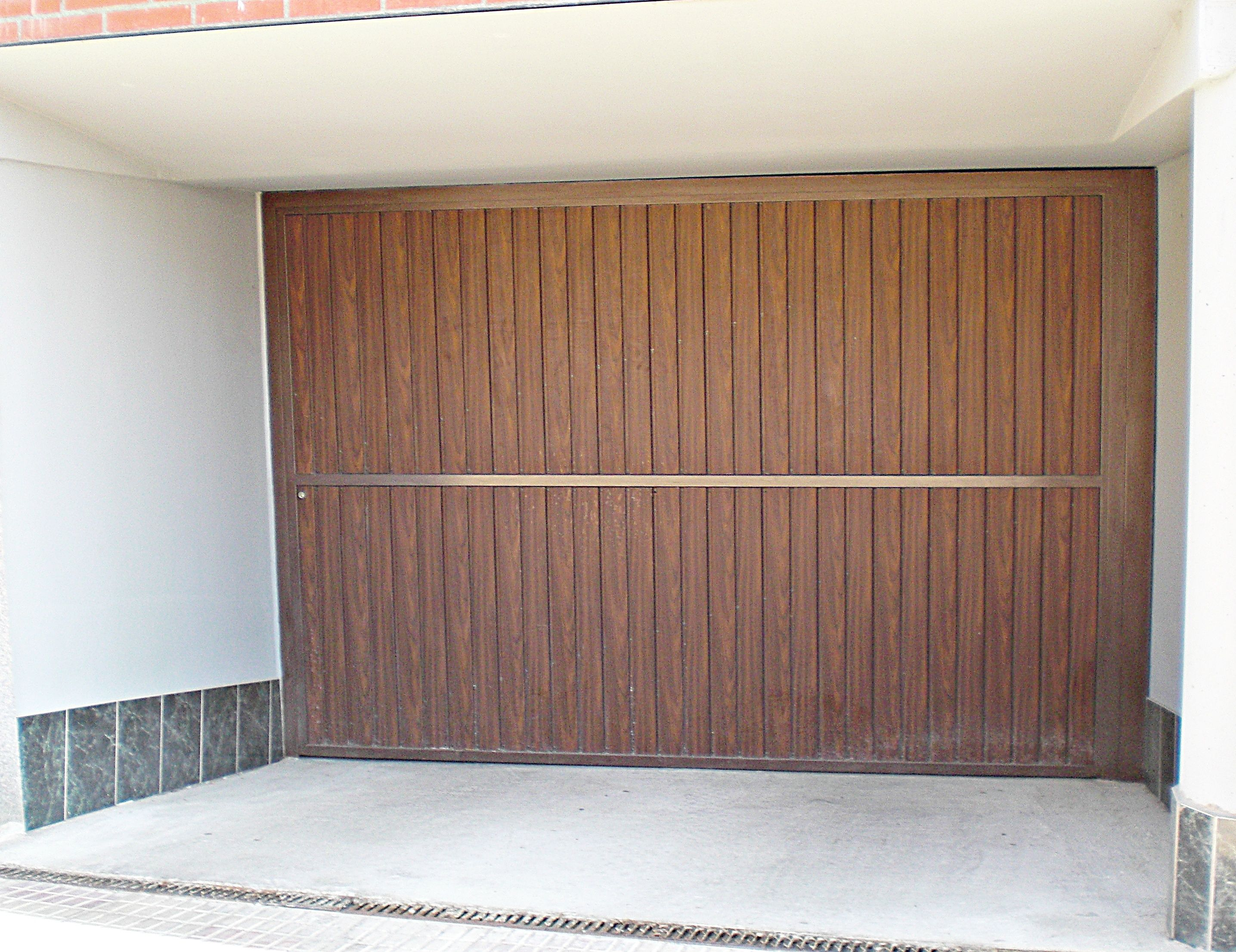 Puertas de garaje metálicas en León