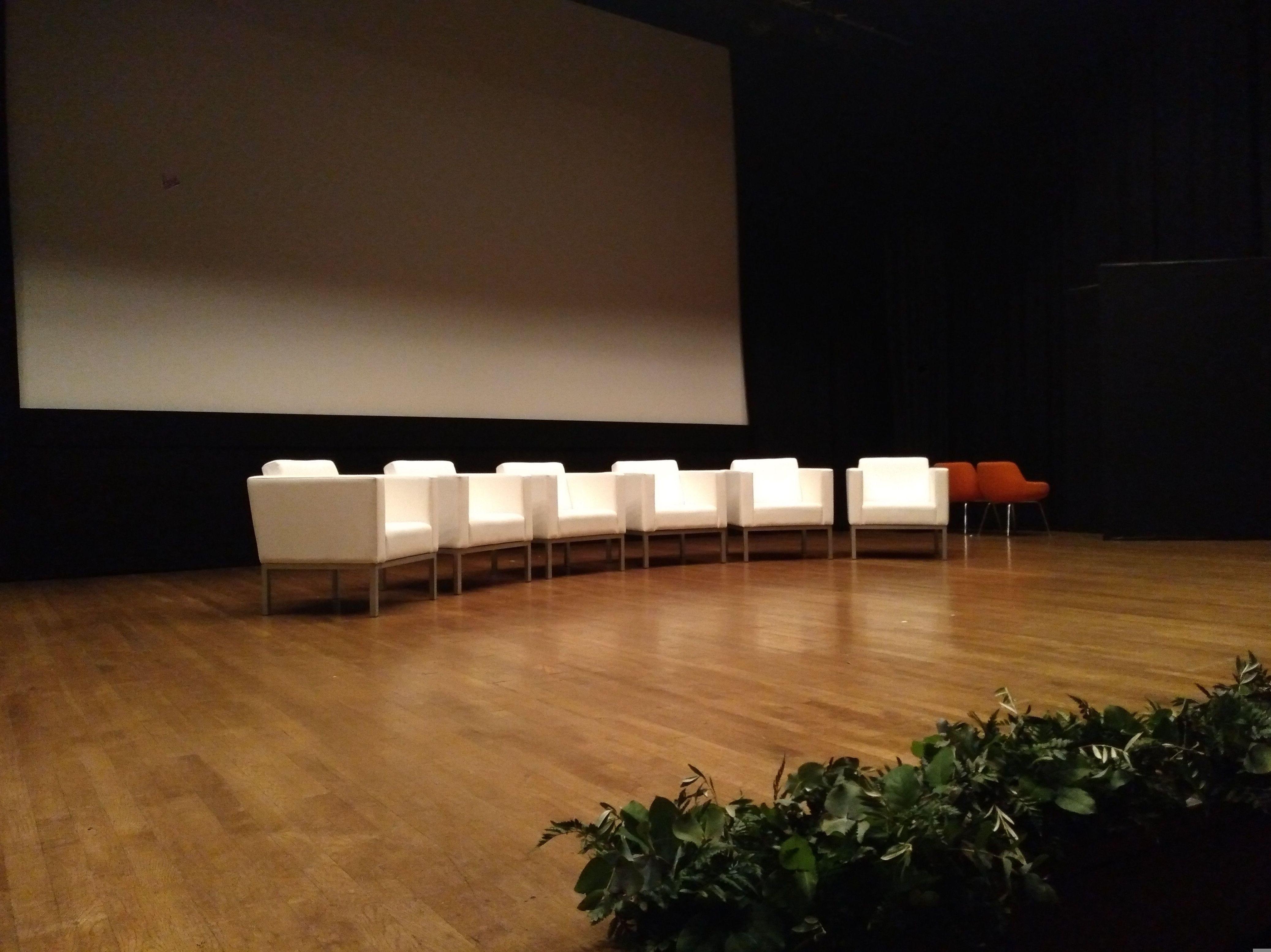Foto 5 de Alquiler de sillas, mesas y menaje en Zaragoza | Stuhl Ibérica Alquiler de Mobiliario