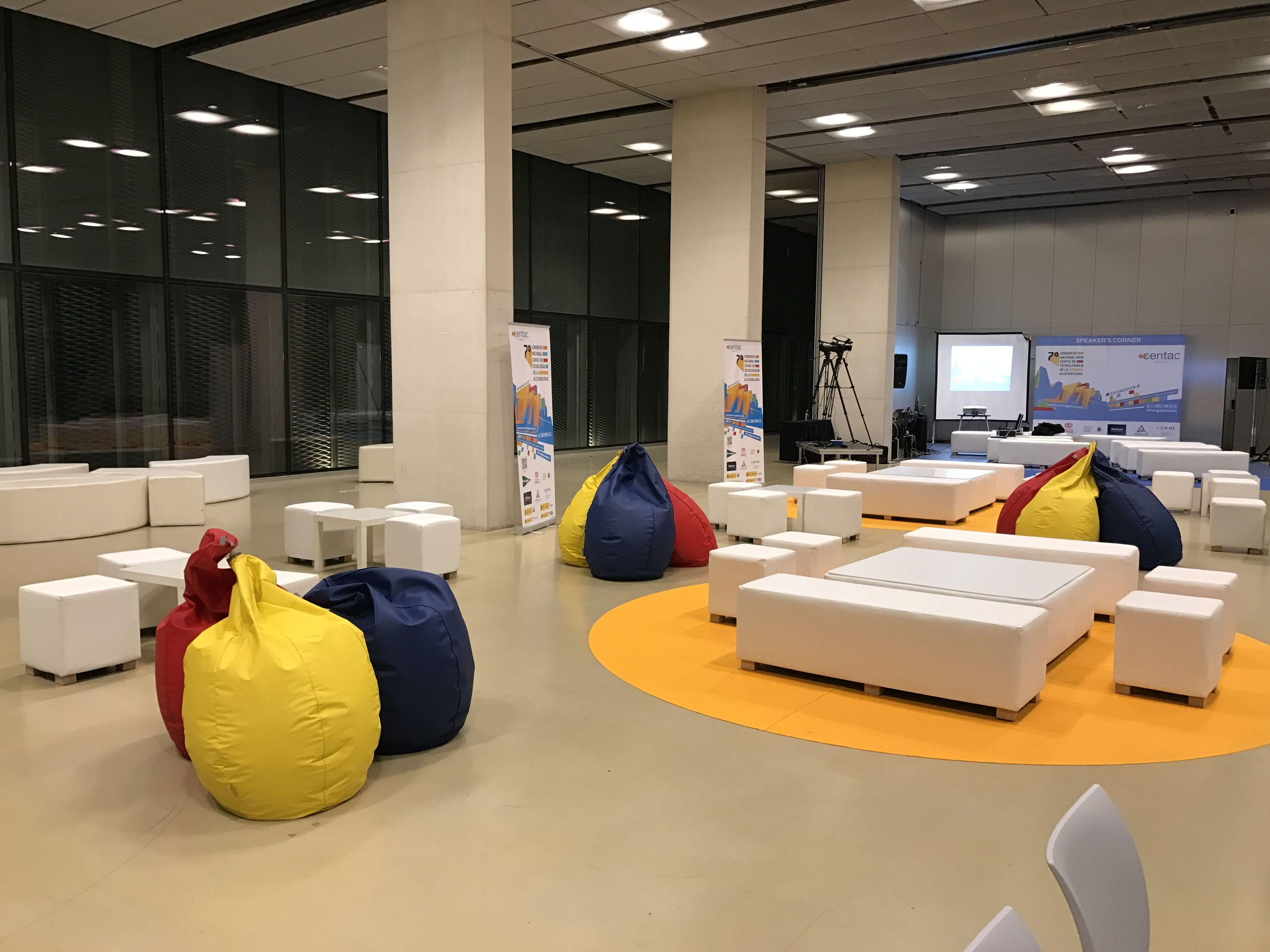 Foto 2 de Alquiler de sillas, mesas y menaje en Zaragoza | Stuhl Ibérica Alquiler de Mobiliario