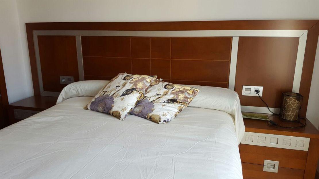 Dormitorio moderno de madera maciza en Soria
