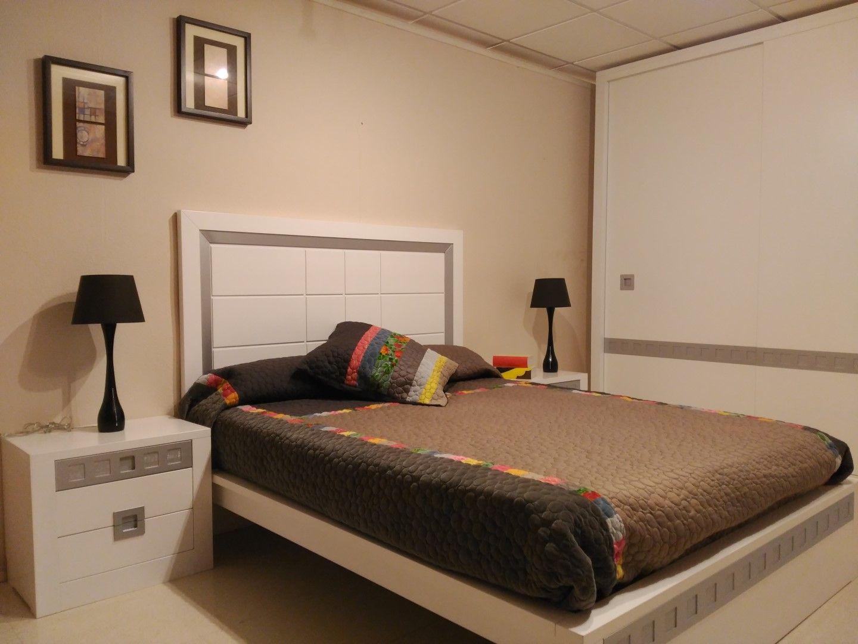 Dormitorios modernos: Productos de Muebles Comar