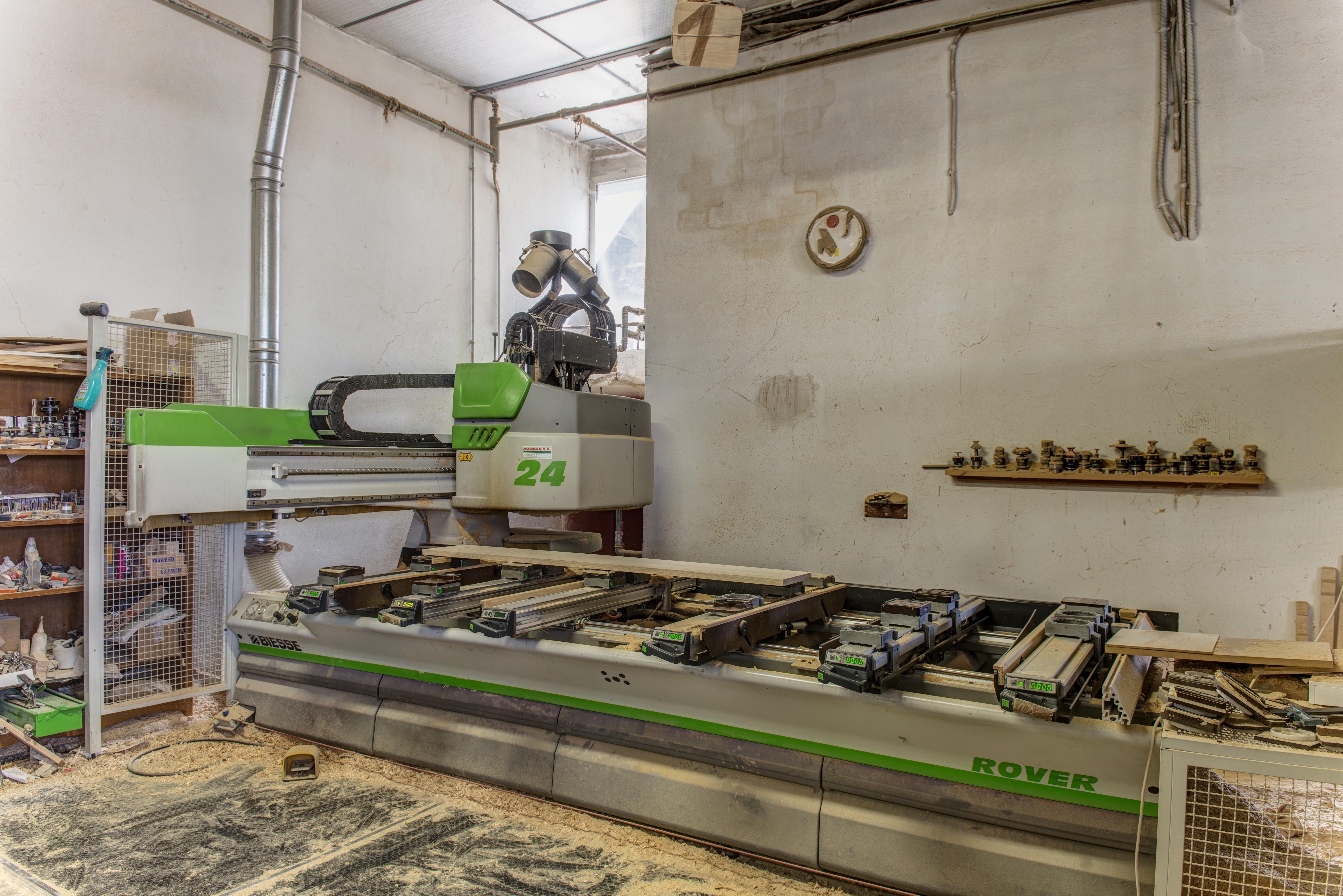 Fabricación de muebles de madera maciza en Duruelo de la Sierra