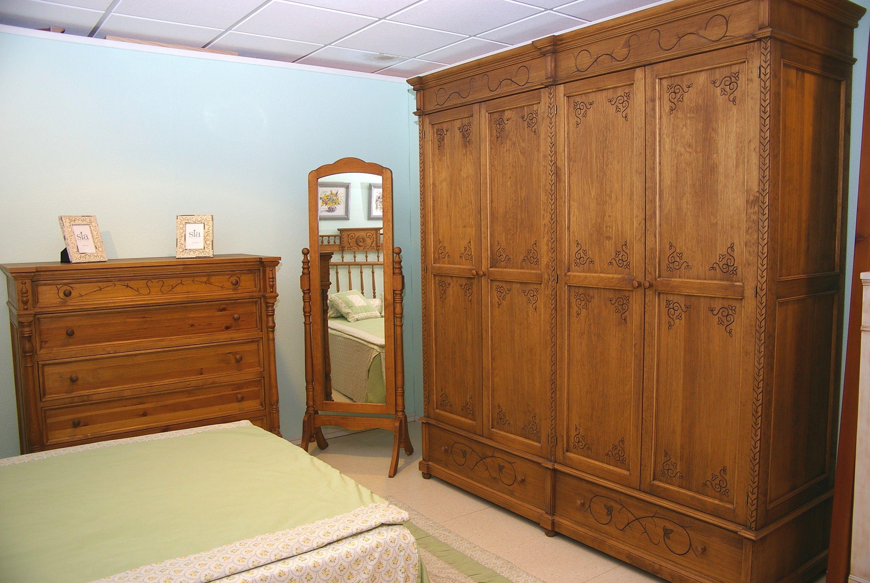 Dormitorios coloniales y clásicos en madera maciza