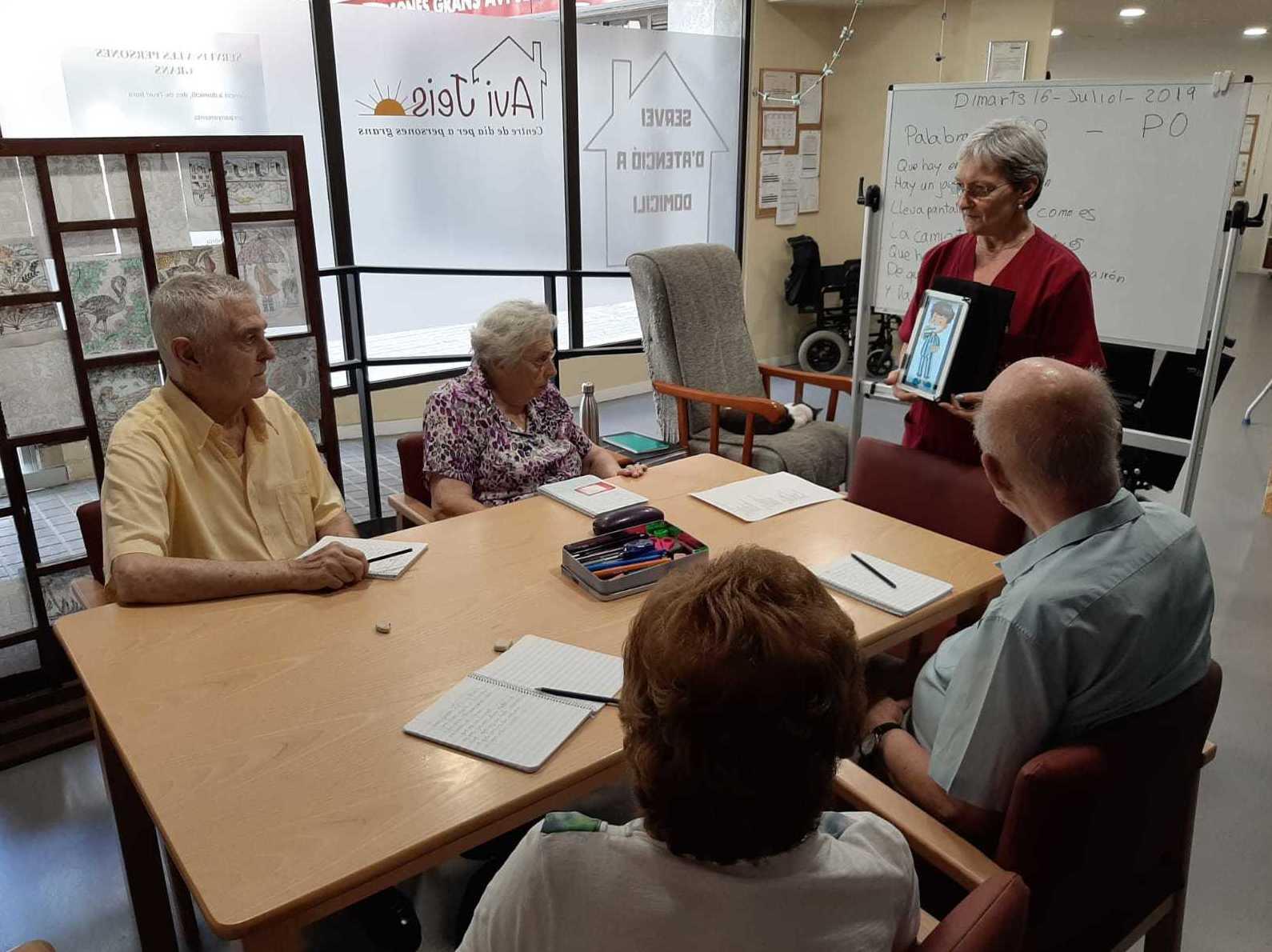 Estimulación cognitiva: Servicios de Avi Jeis Centro de dia para personas mayores