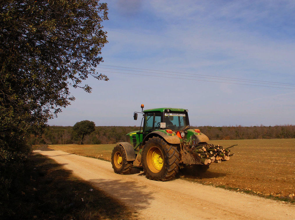 El peligro para los agricultores viaja en tractor