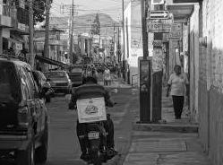 Muere un repartidor de comida en un choque con un automóvil en Huelva