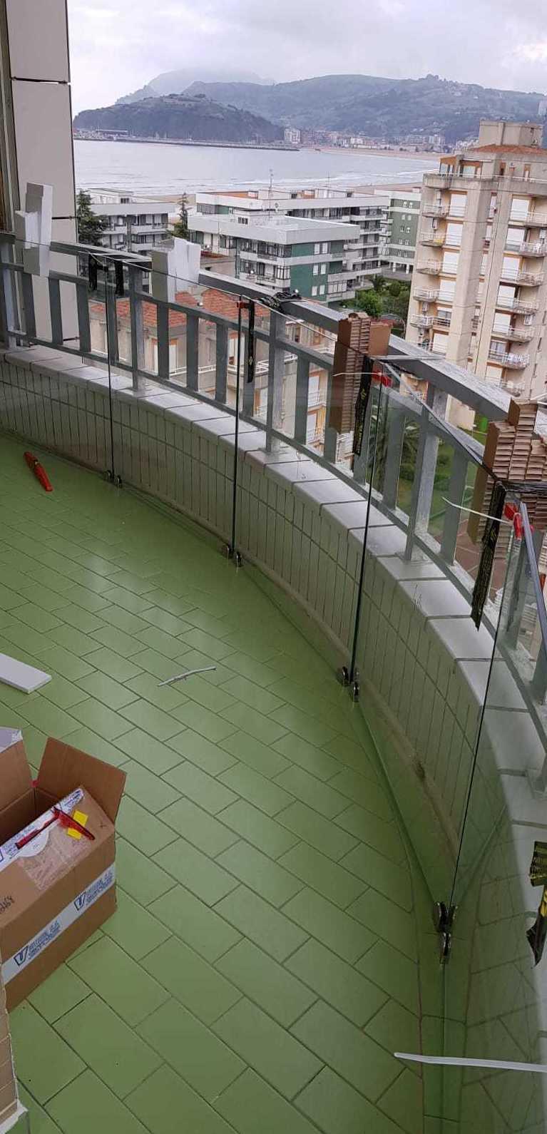 Cerramiento de terrazas en Cantábria.
