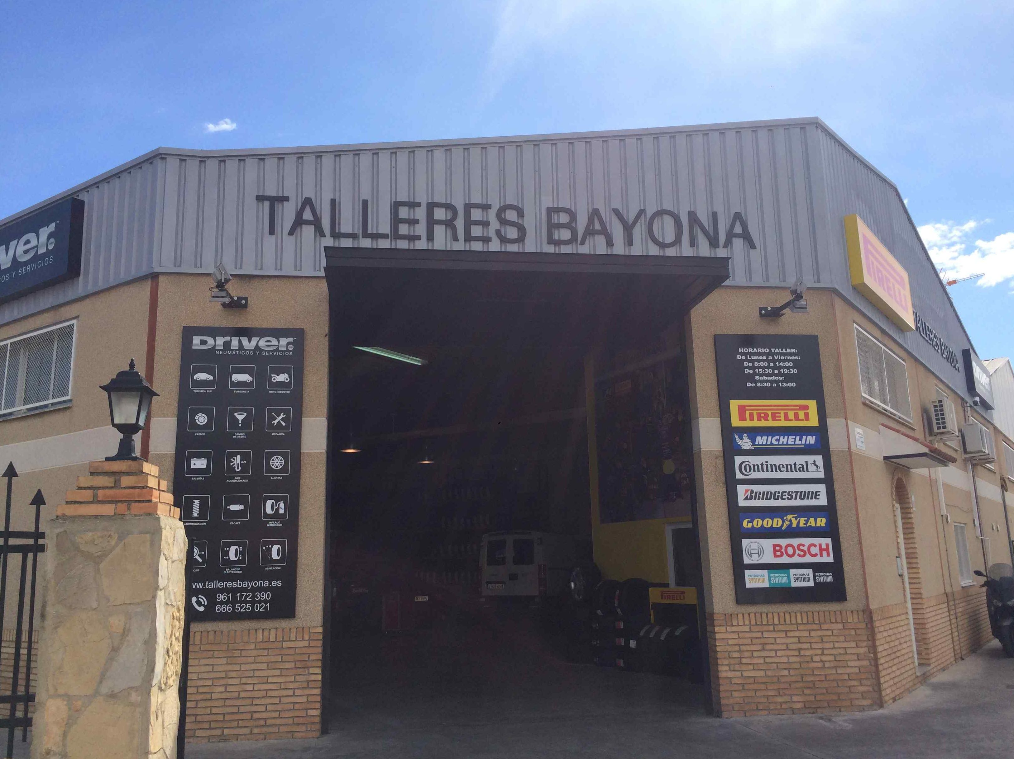 Fachada de Talleres Bayona en Valencia