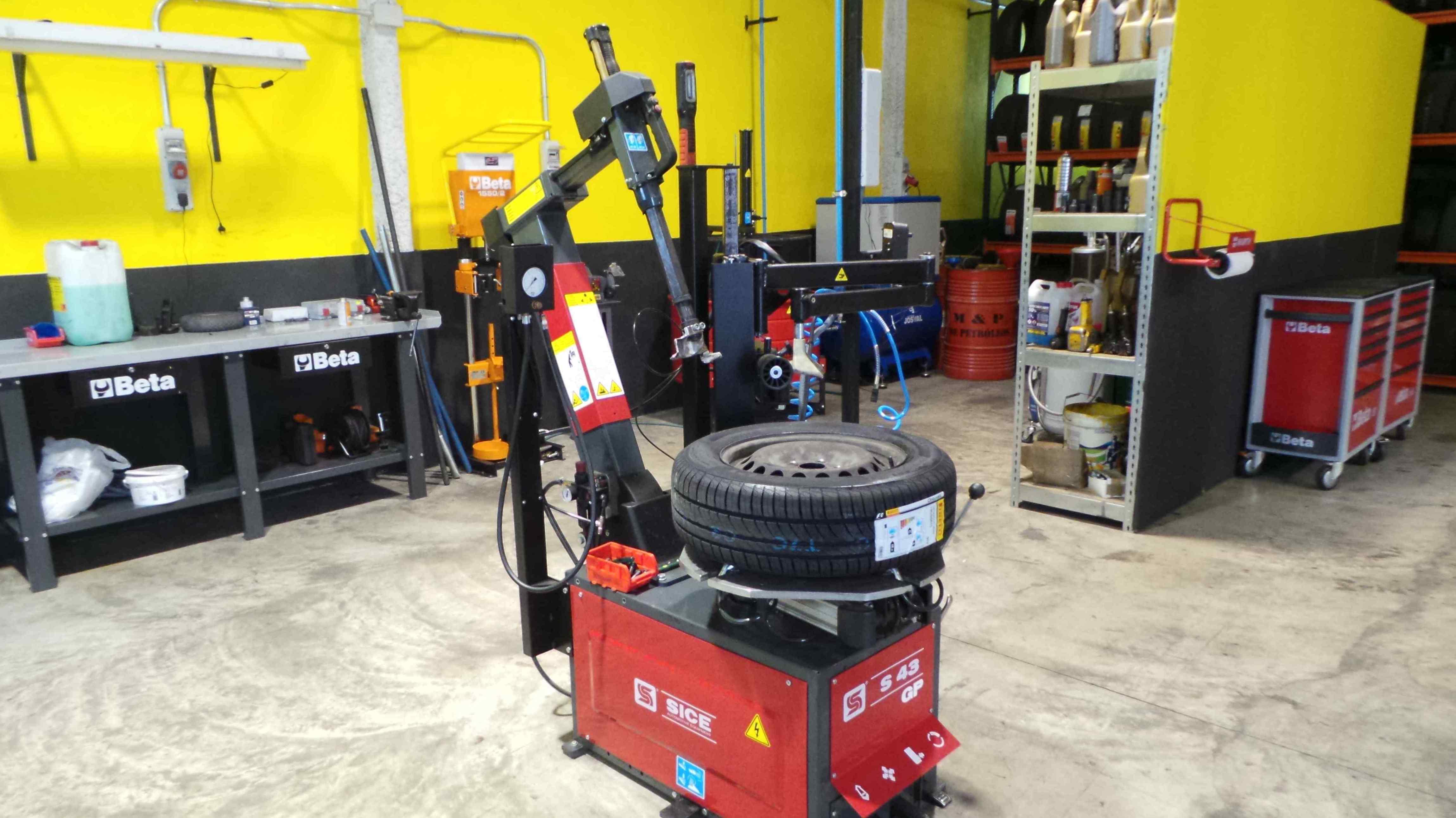 Máquina para montar ruedas