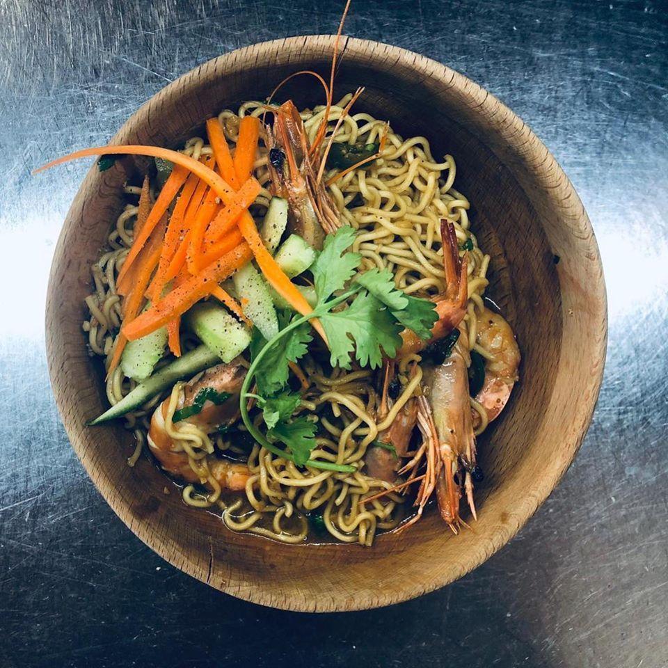 Este es el plato nuevo se llama MIE CHUKA SOBA y es un ramem salteado al wok con langostinos y verduritas