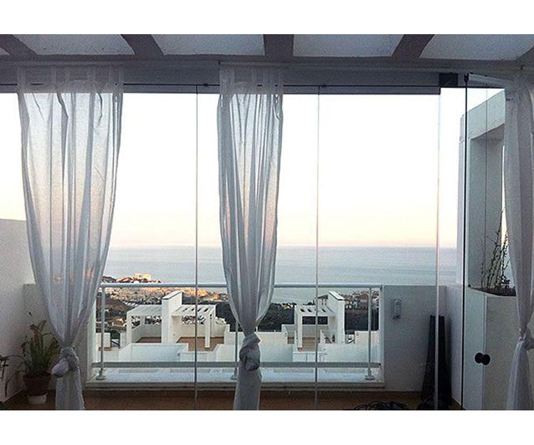 Cortinas de cristal, sencillo y elegante en Málaga