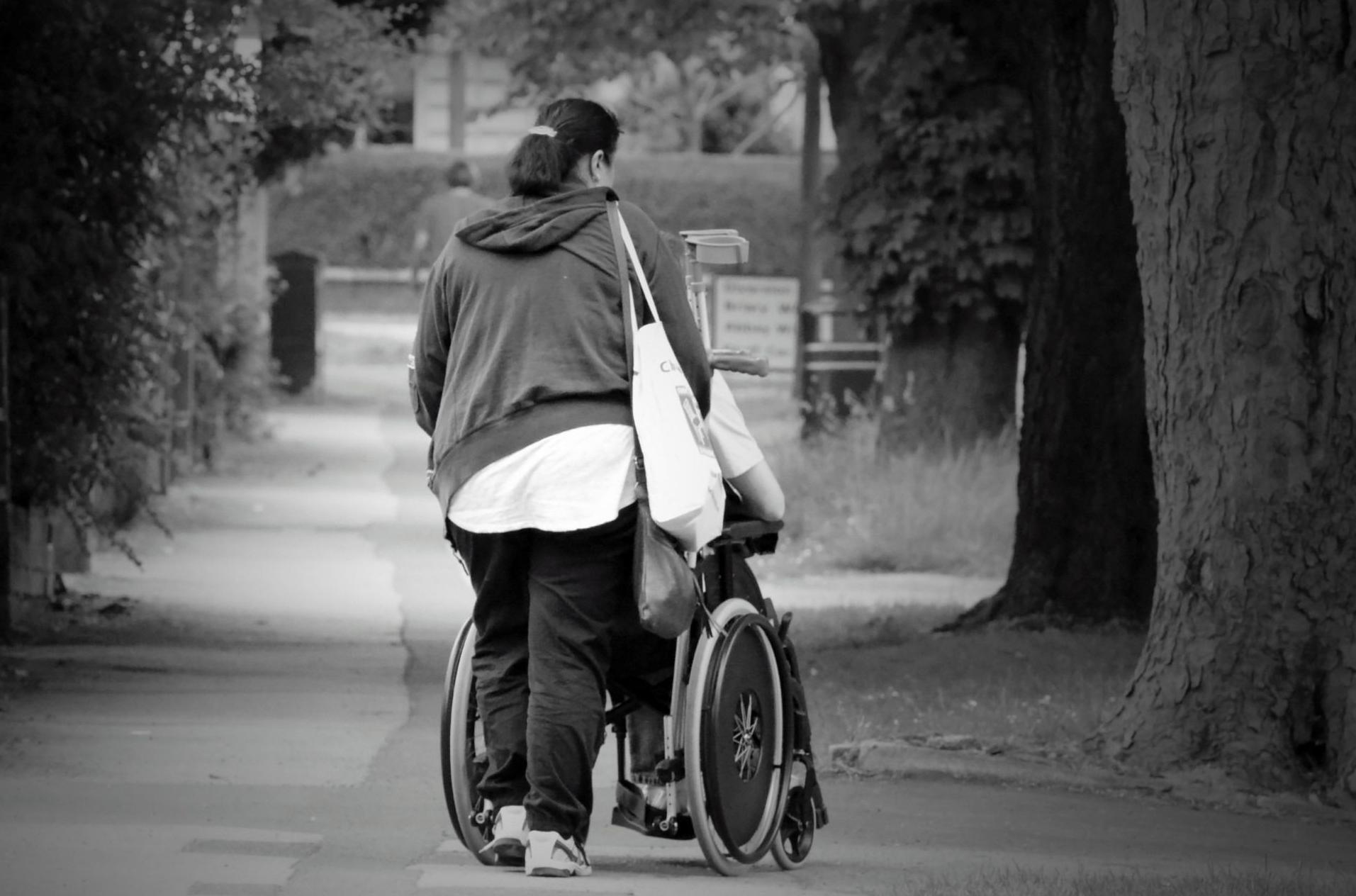 Acompañamiento en gestiones a personas con movilidad reducida