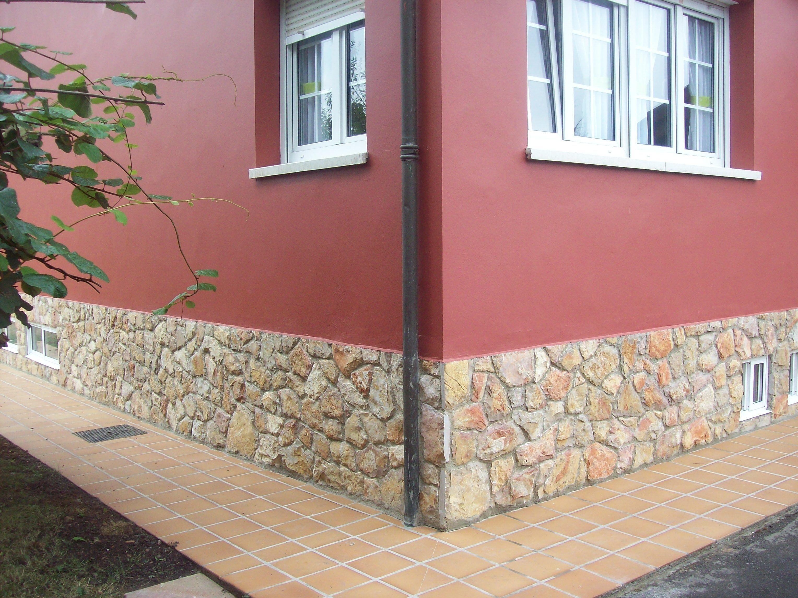 Foto 18 de fachadas en gij n rendueles proyectos reformas for Zocalos de fachadas fotos