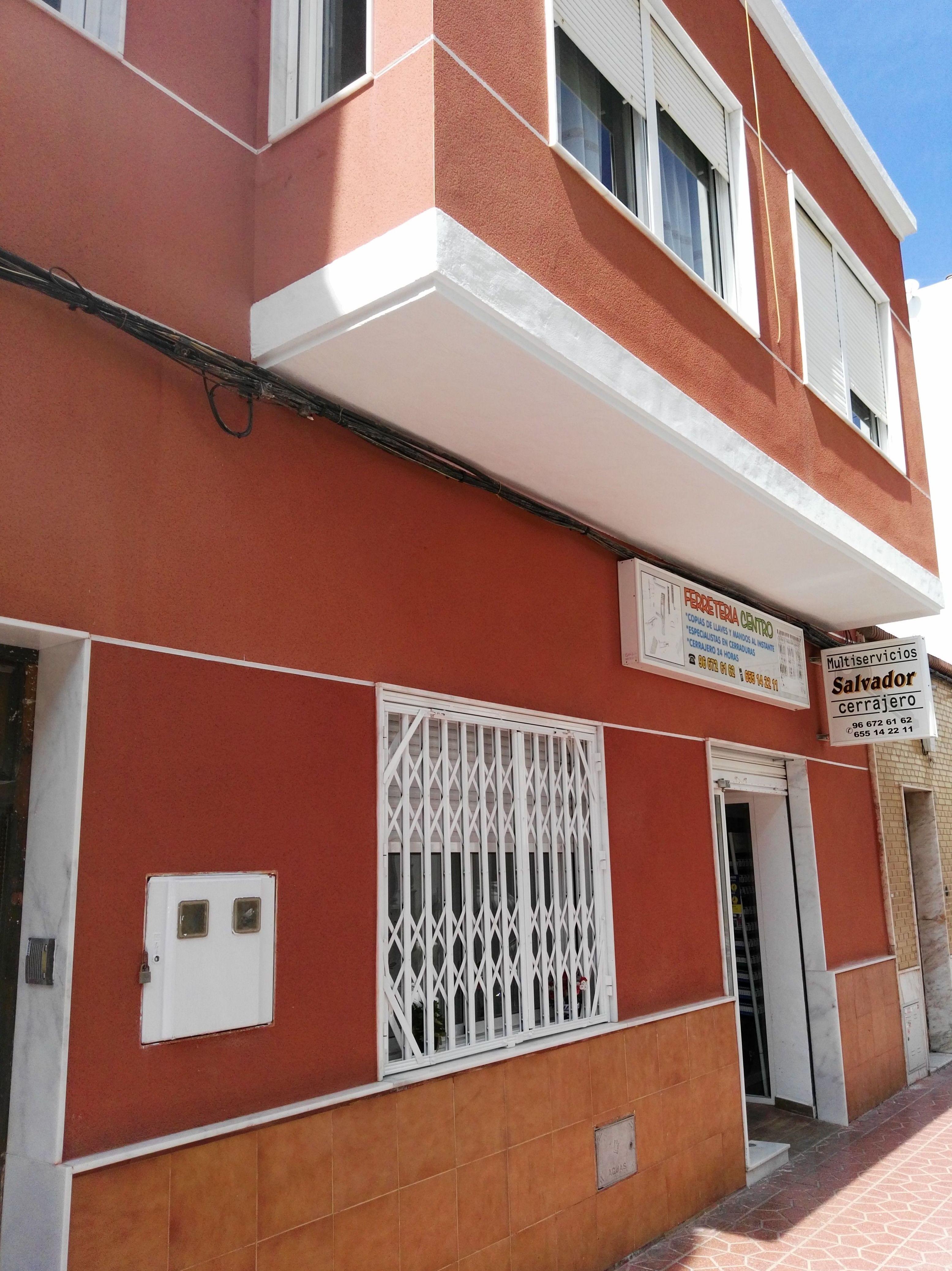 Foto 2 de Cerrajería en Guardamar del Segura | Multiservicios Salvador