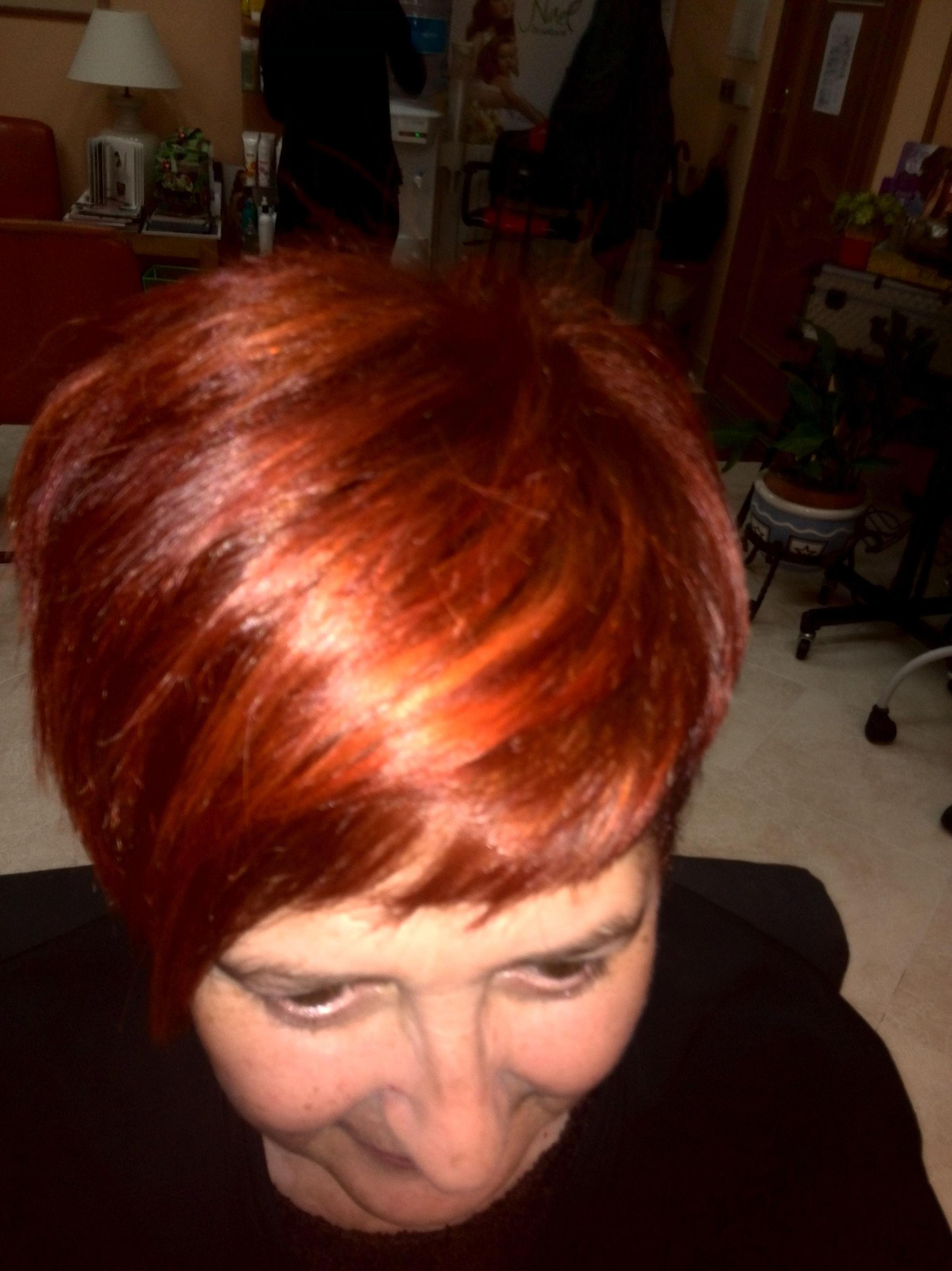 Tinte y corte de pelo