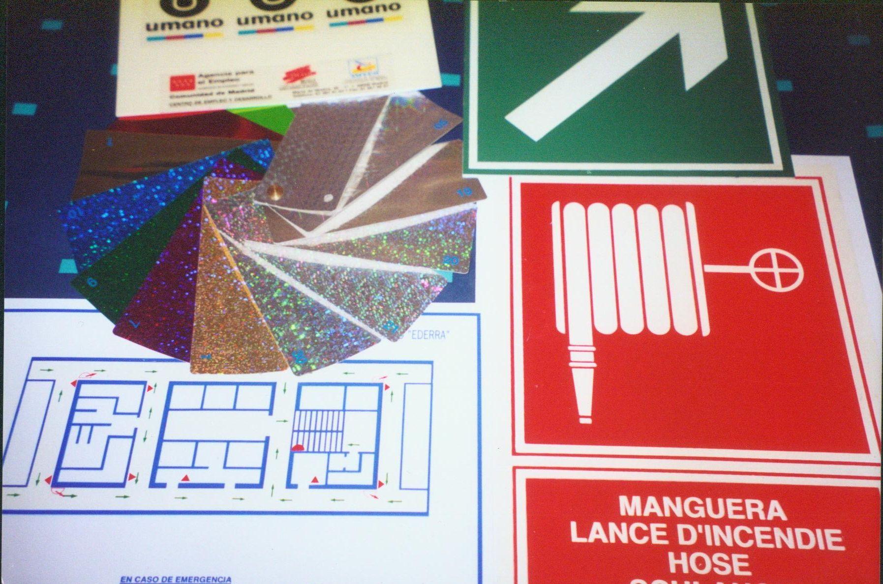 Señalización de emergencia:Material fotoluminiscente: Catálogo de Arteser Serigrafía