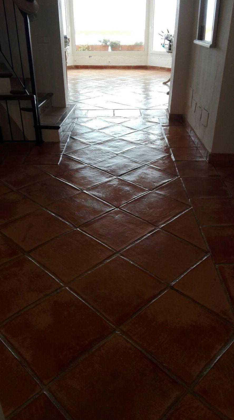 Restauración y tratamiento de mosaico barro.
