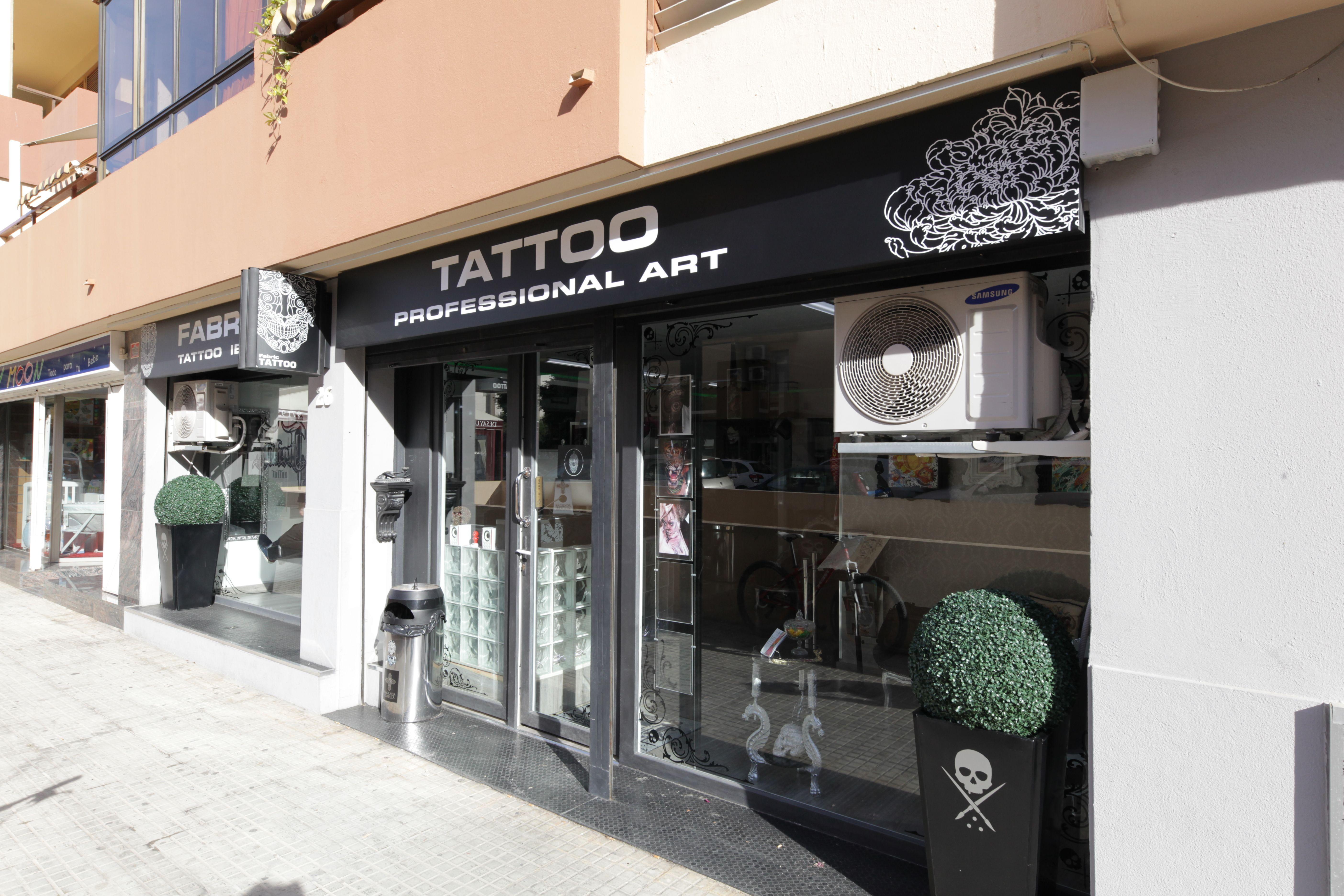 Foto 8 de Tatuajes en Eivissa   Fabric Tattoo Ibiza