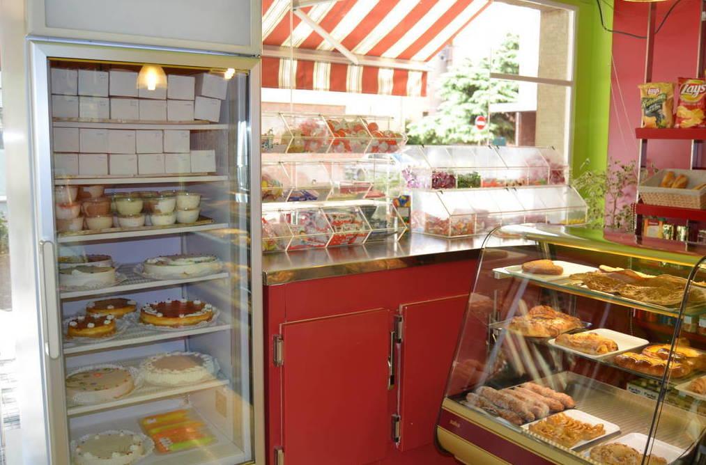 A la Pastisseria Negrell delectem els paladars dels nostres clients amb els productes més selectes del mercat. Som especialistes en pastissos personalitzats ...