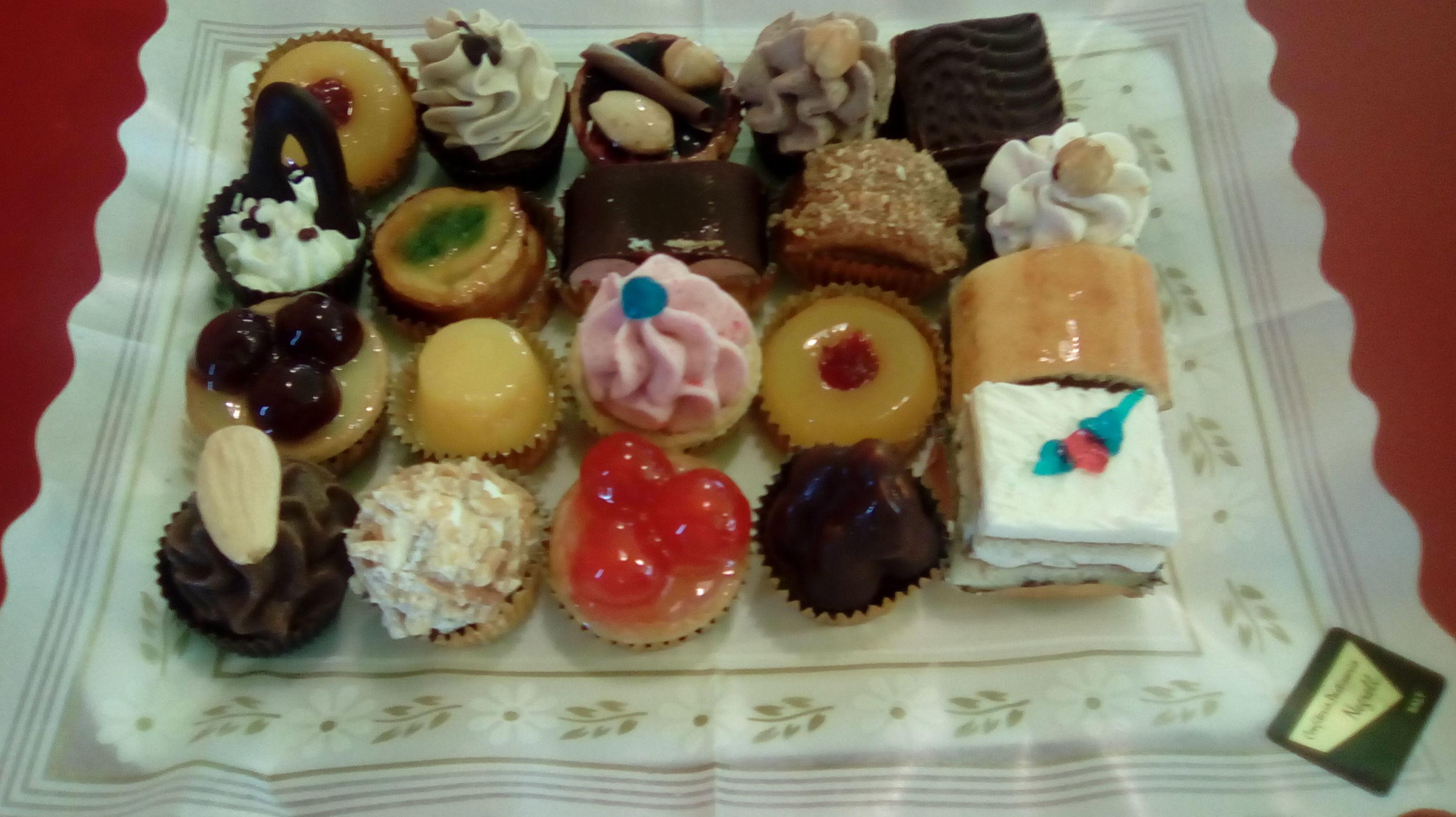 Surtido de pastelitos. Caprichos dulces