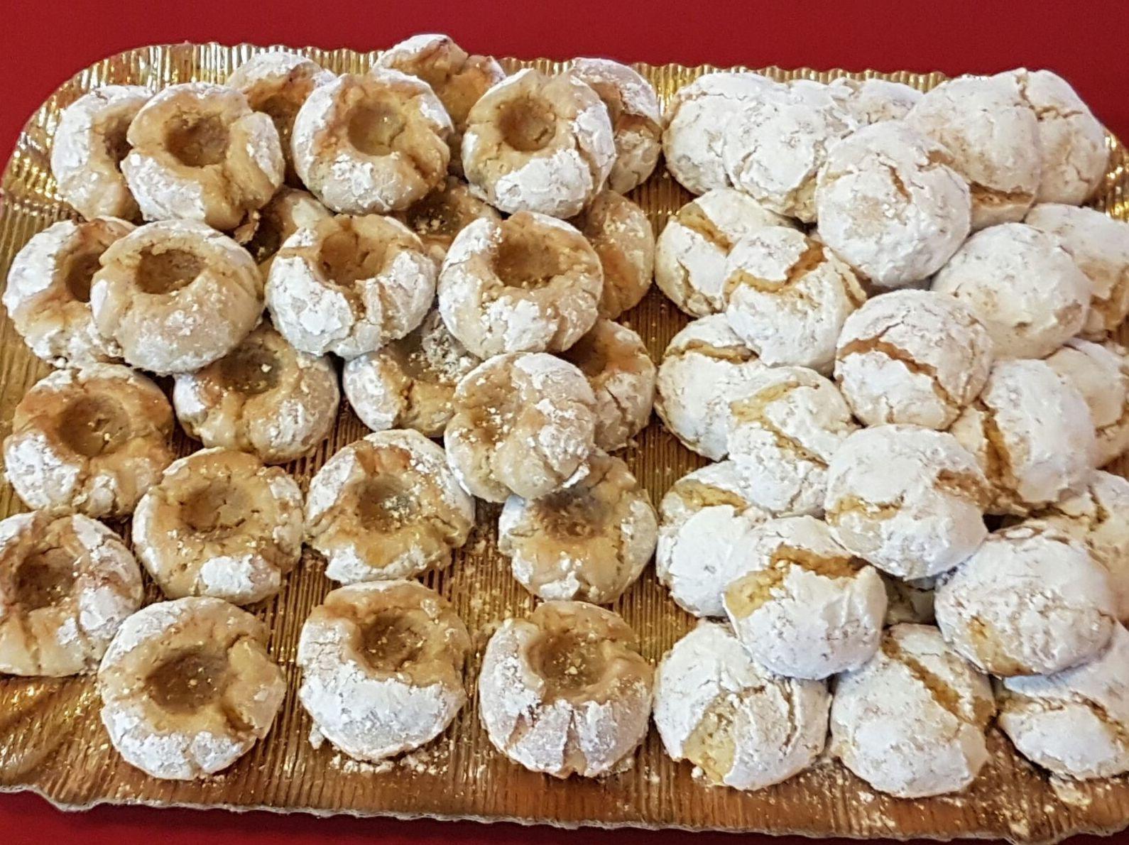 Panellets de mazapán y azúcar