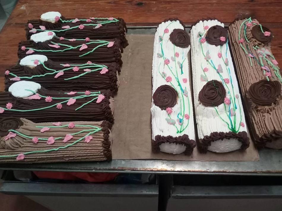 Troncos de chocolate, nata y trufa