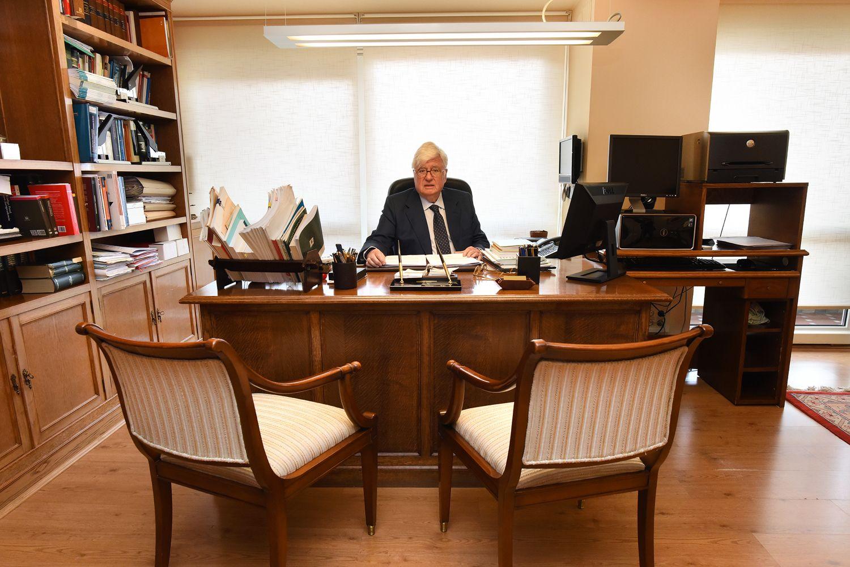 Fundador del despacho de abogados Juan José y Javier Dapena