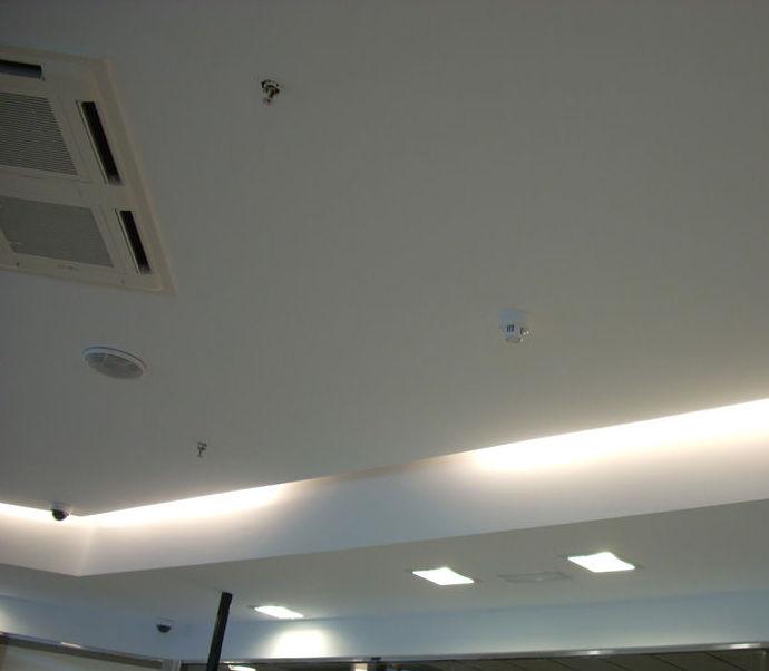 Instalación de luces en el techo