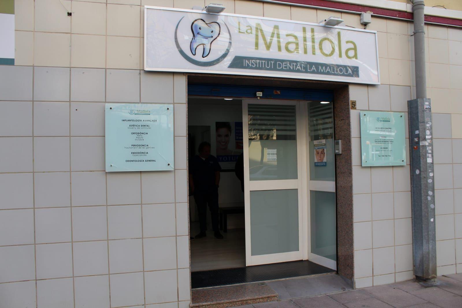 Foto 24 de Especialistas en estética dental en    Clínica Dental La Mallola