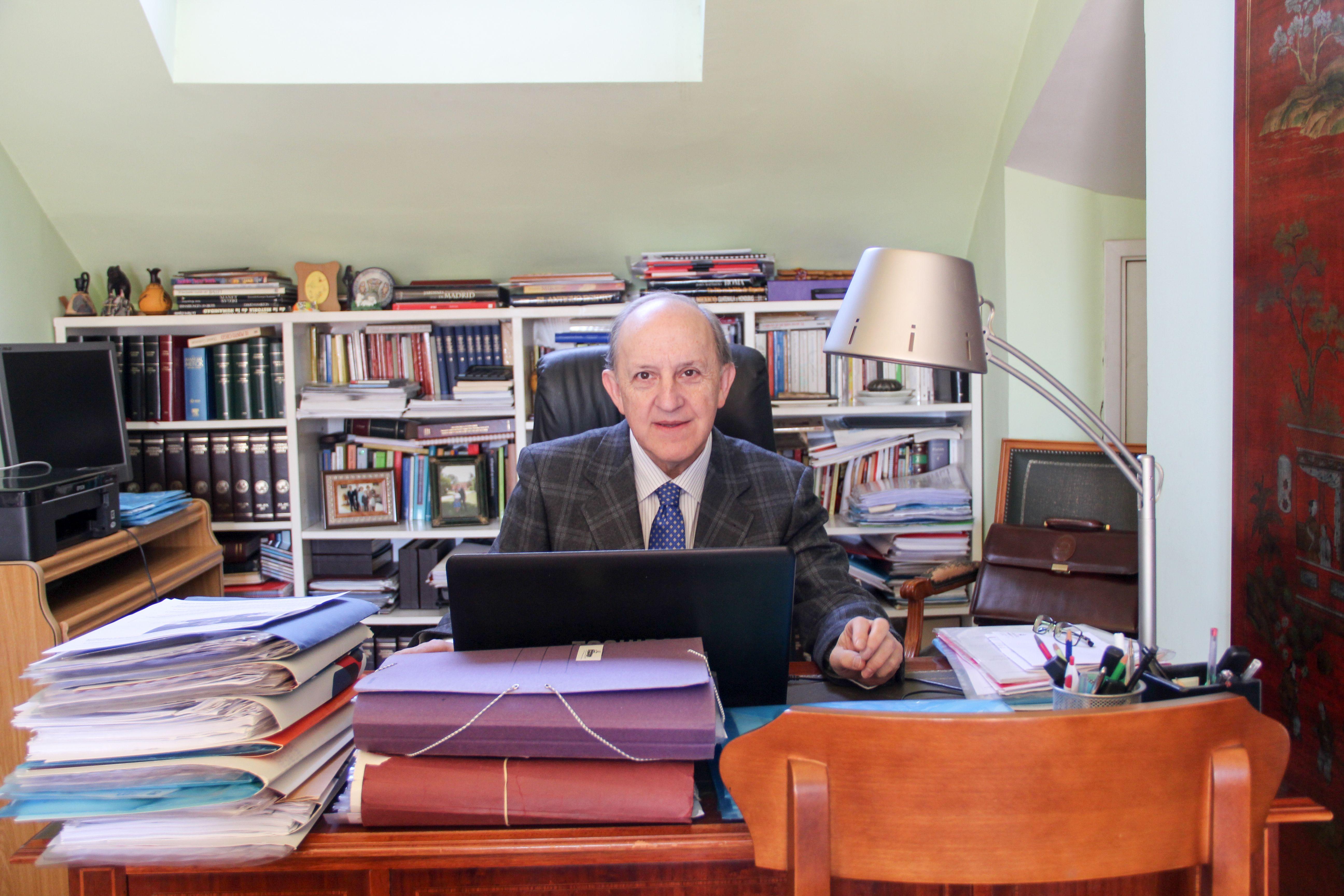 Sr. Noriega Martinez en su despacho