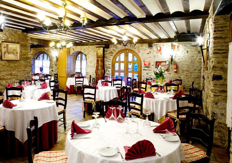 Restaurante preparado para bodas