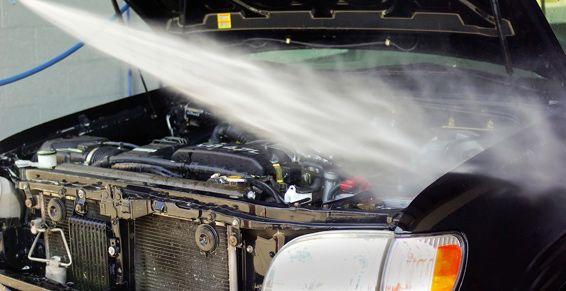 Desengrasado y limpieza del motor: Servicios de Lavado de Vehículos Cris Wash