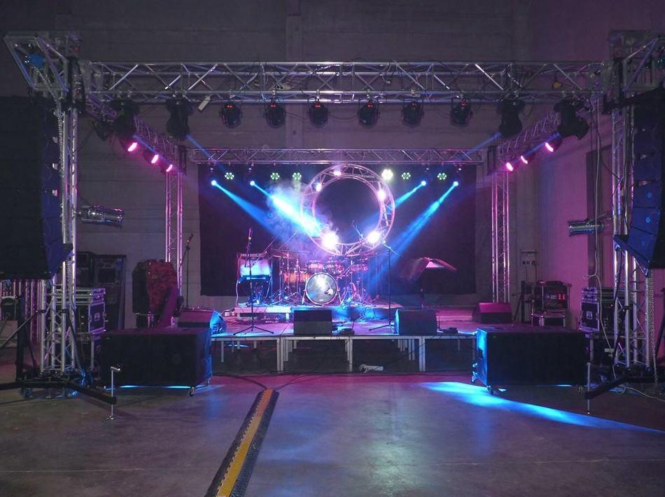 montaje escenario para orquestas: Nuestros servicios de Jukeval Eventos