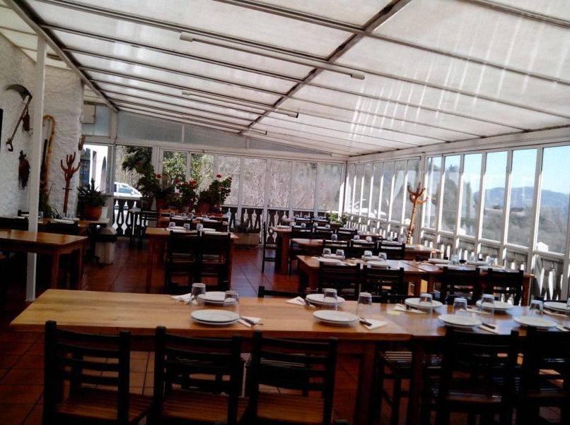 Comedor ubicado en la terraza