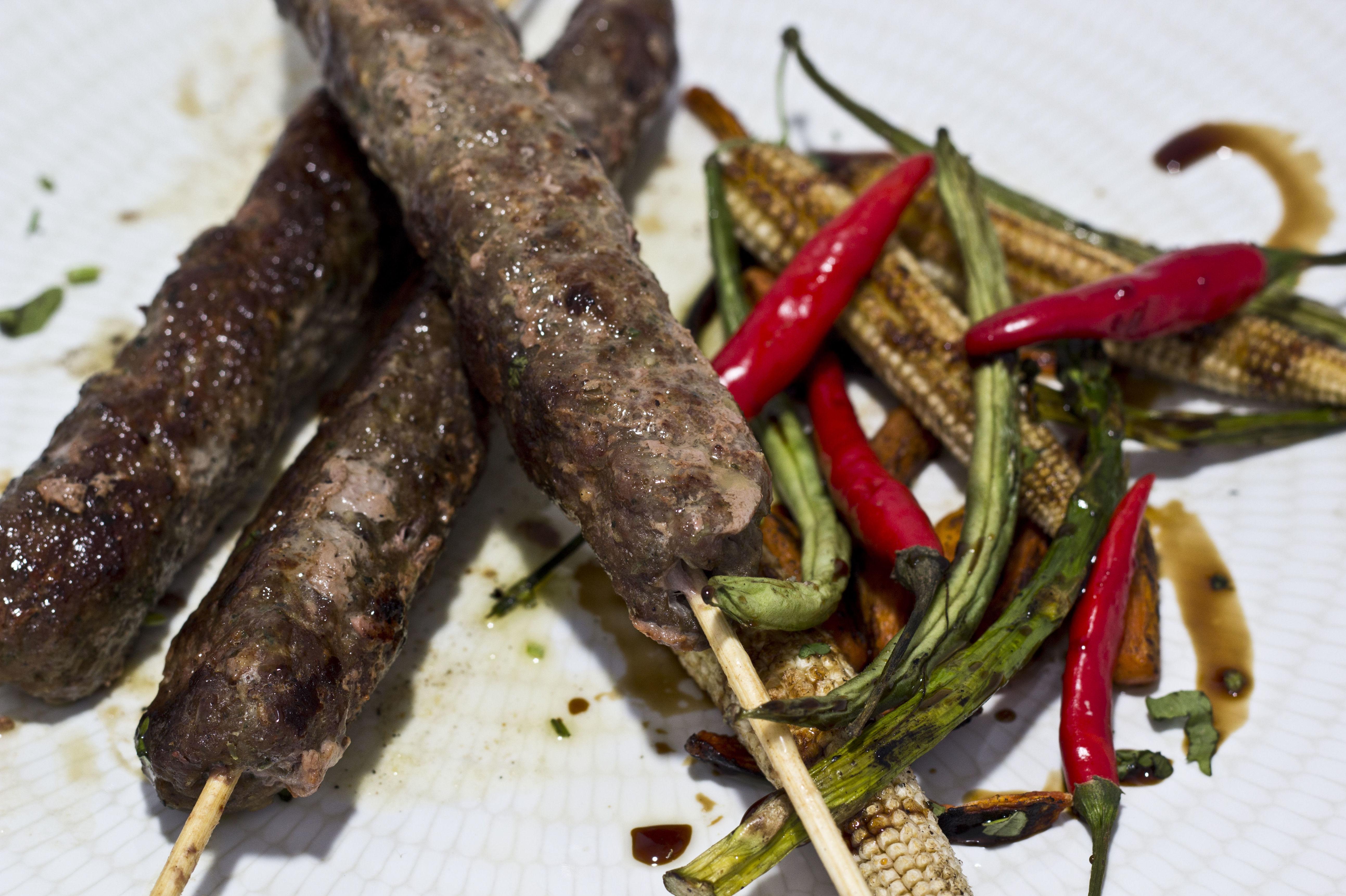 Prueba nuestro plato típico árabe libanés pinchos en Las Mil Y Una Noches