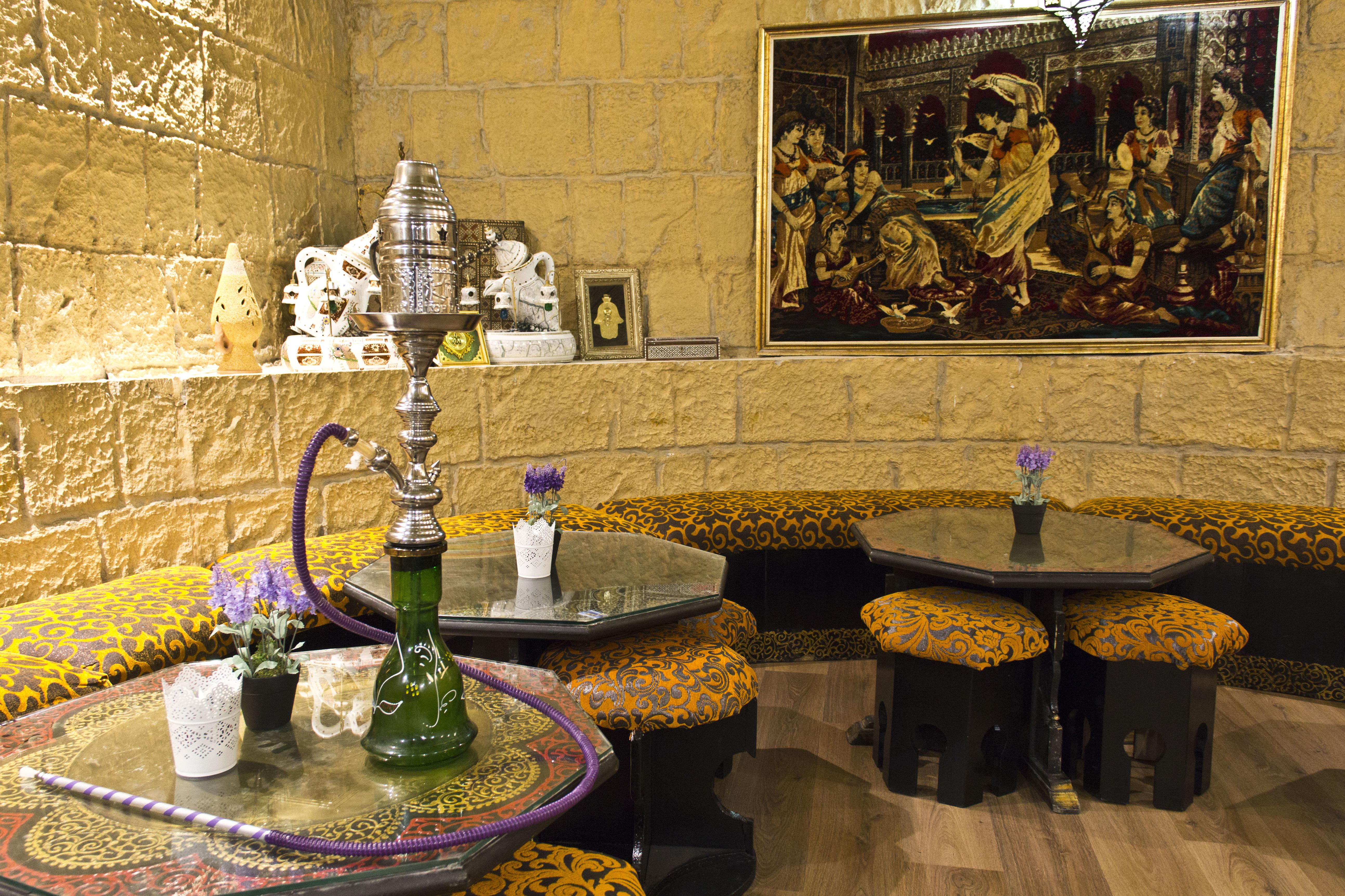 Disfruta de una tarde de shishas en Restaurante Las Mil Y Una Noches Madrid