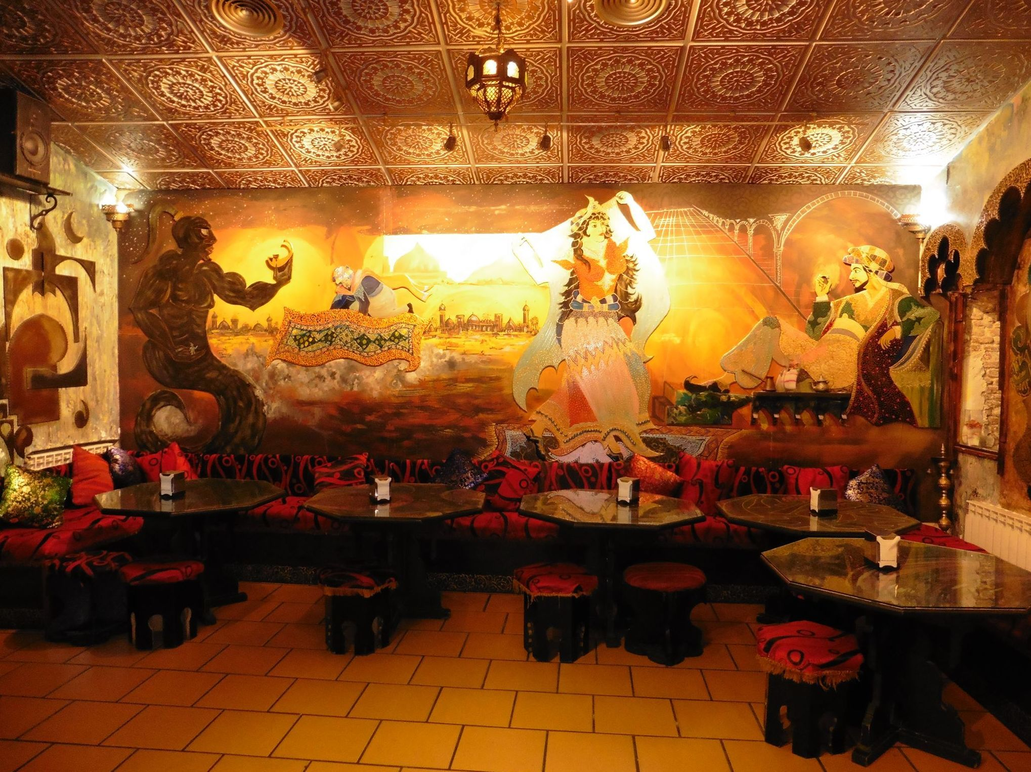 Restaurante con una exquisita decoración oriental en Madrid