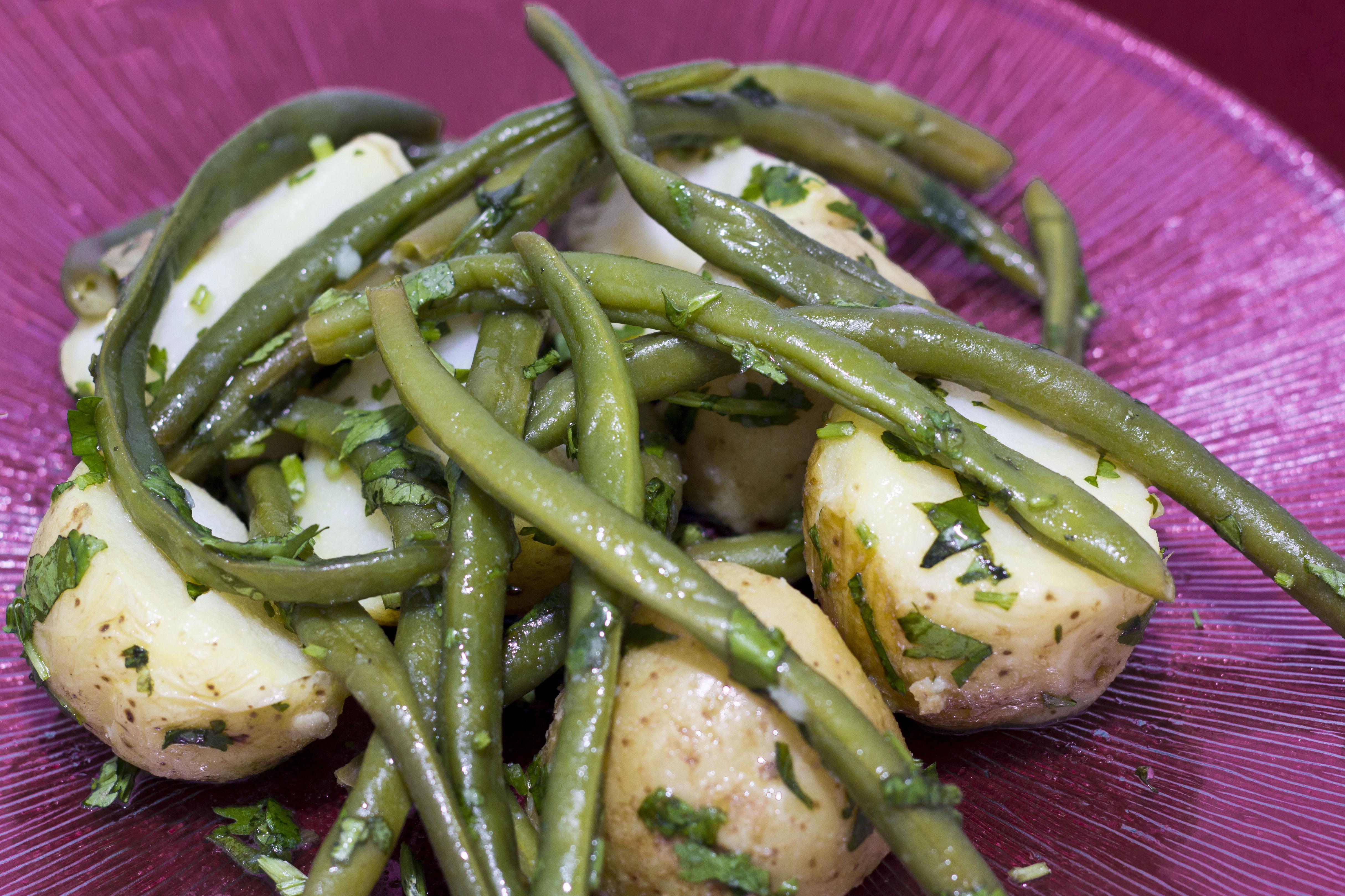 Prueba nuestro plato típico árabe libanés ensalada de patatas en Las Mil Y Una Noches Madrid