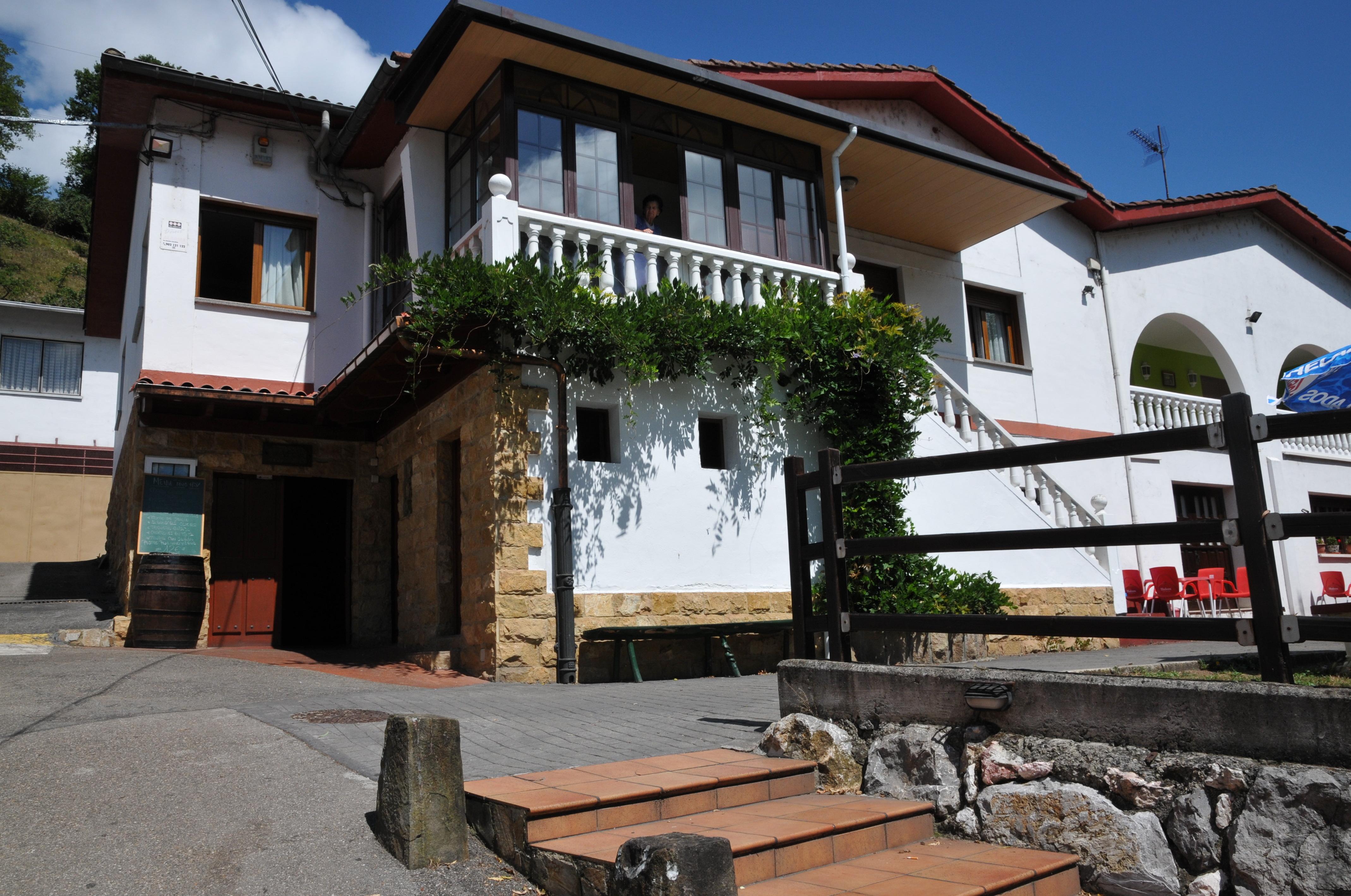 Restaurante en Mieres con cocina tradicional, bar y sidreria