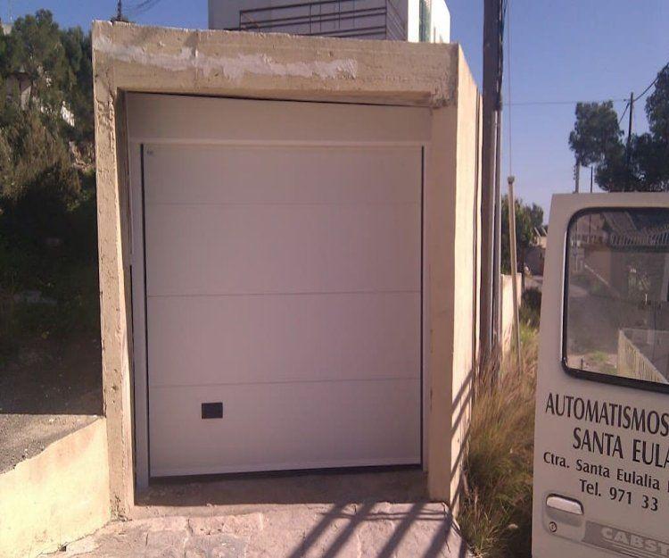 Puertas de garaje en Ibiza