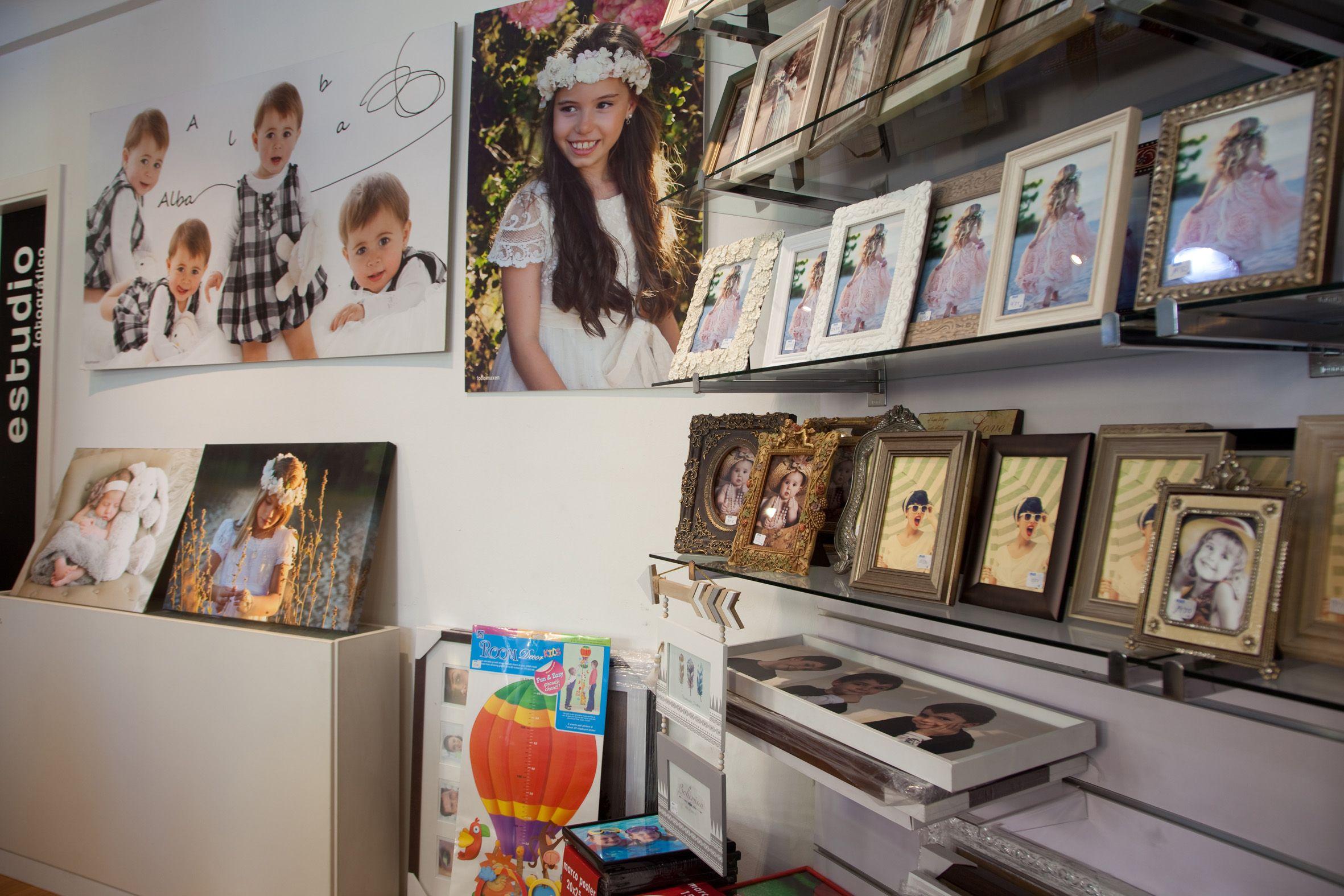 Expositor de marcos y retratos de comunión