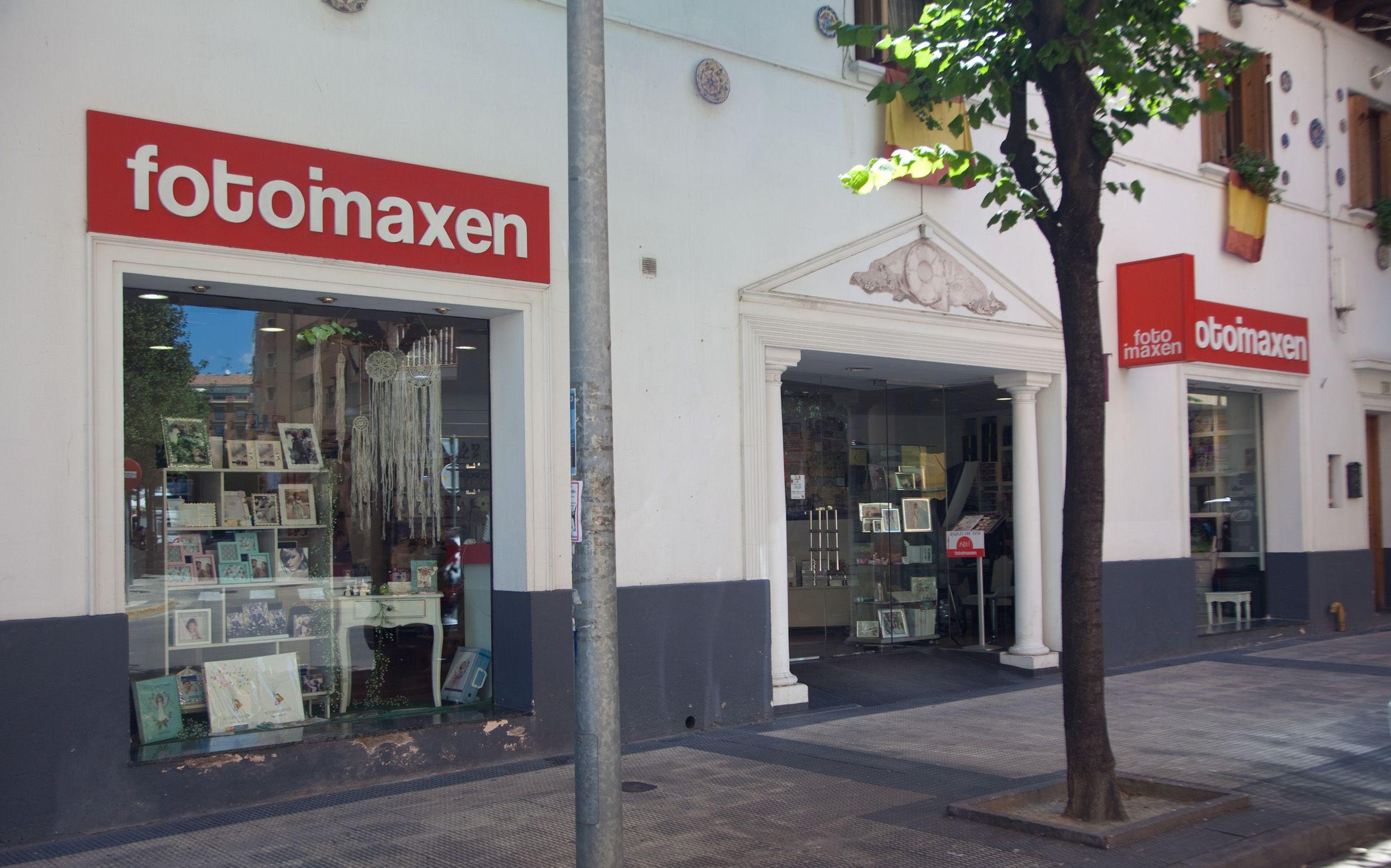 Escaparate y entrada principal Fotoimaxen