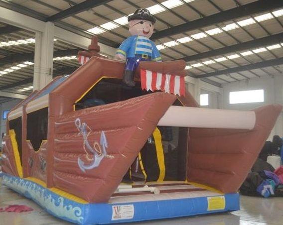 barco pirata con cañones de bolas