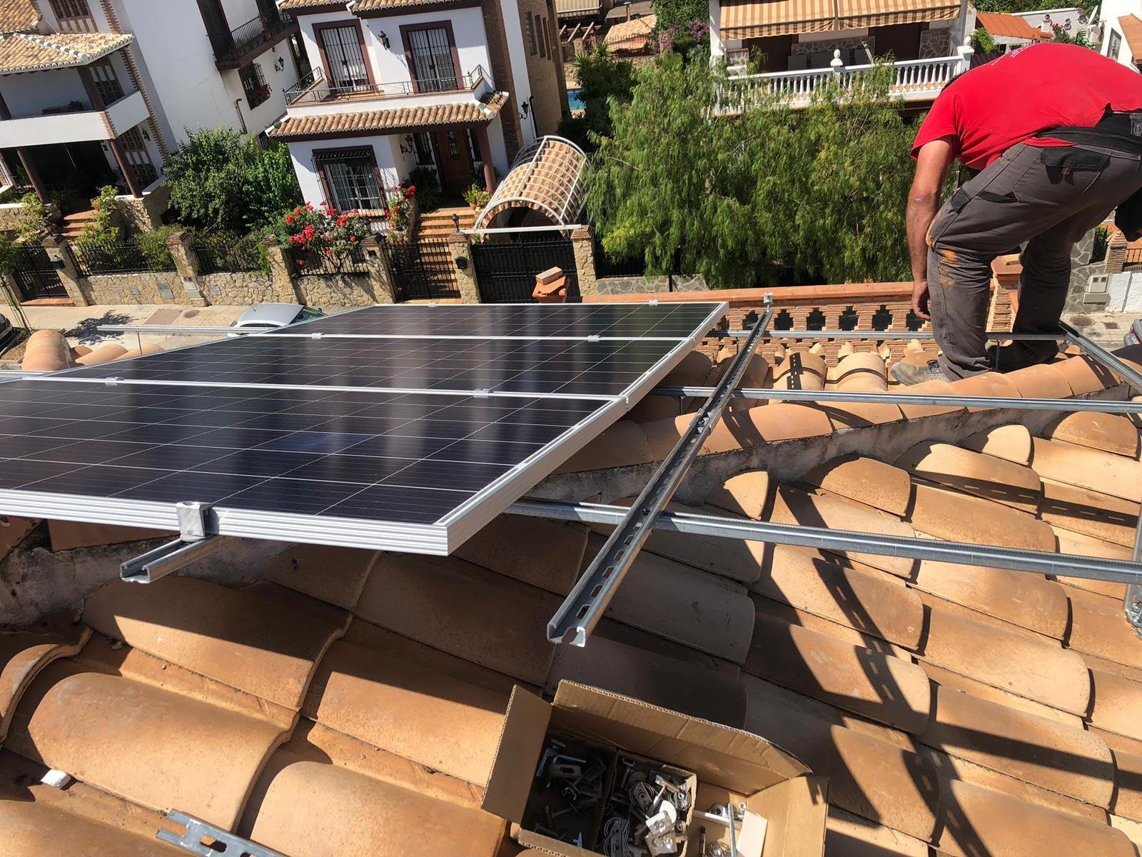 Instalación y mantenimiento de placas solares fotovoltaicas