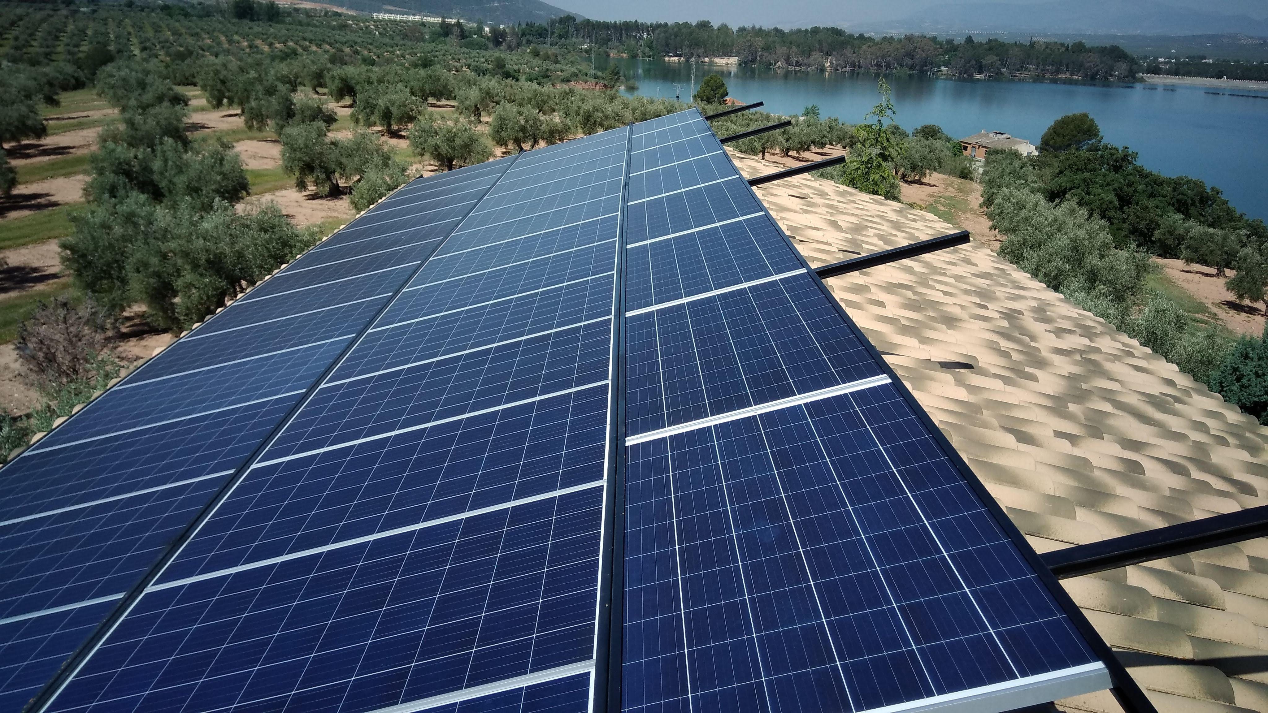 Instalación de placa solar fotovoltaica