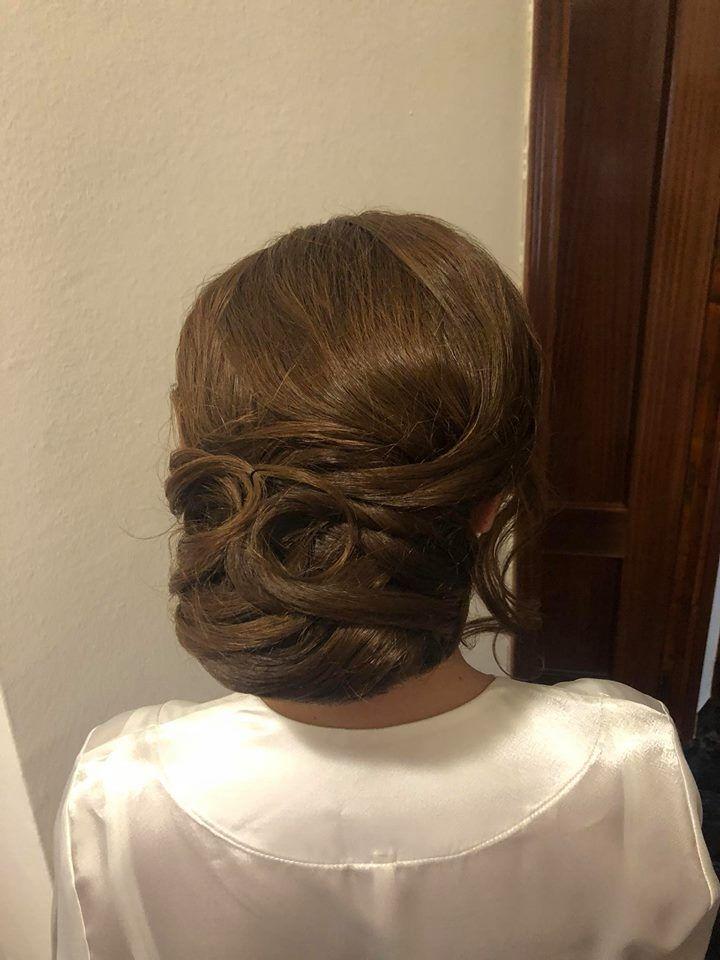 Especialistas en peinados para novias en Granada