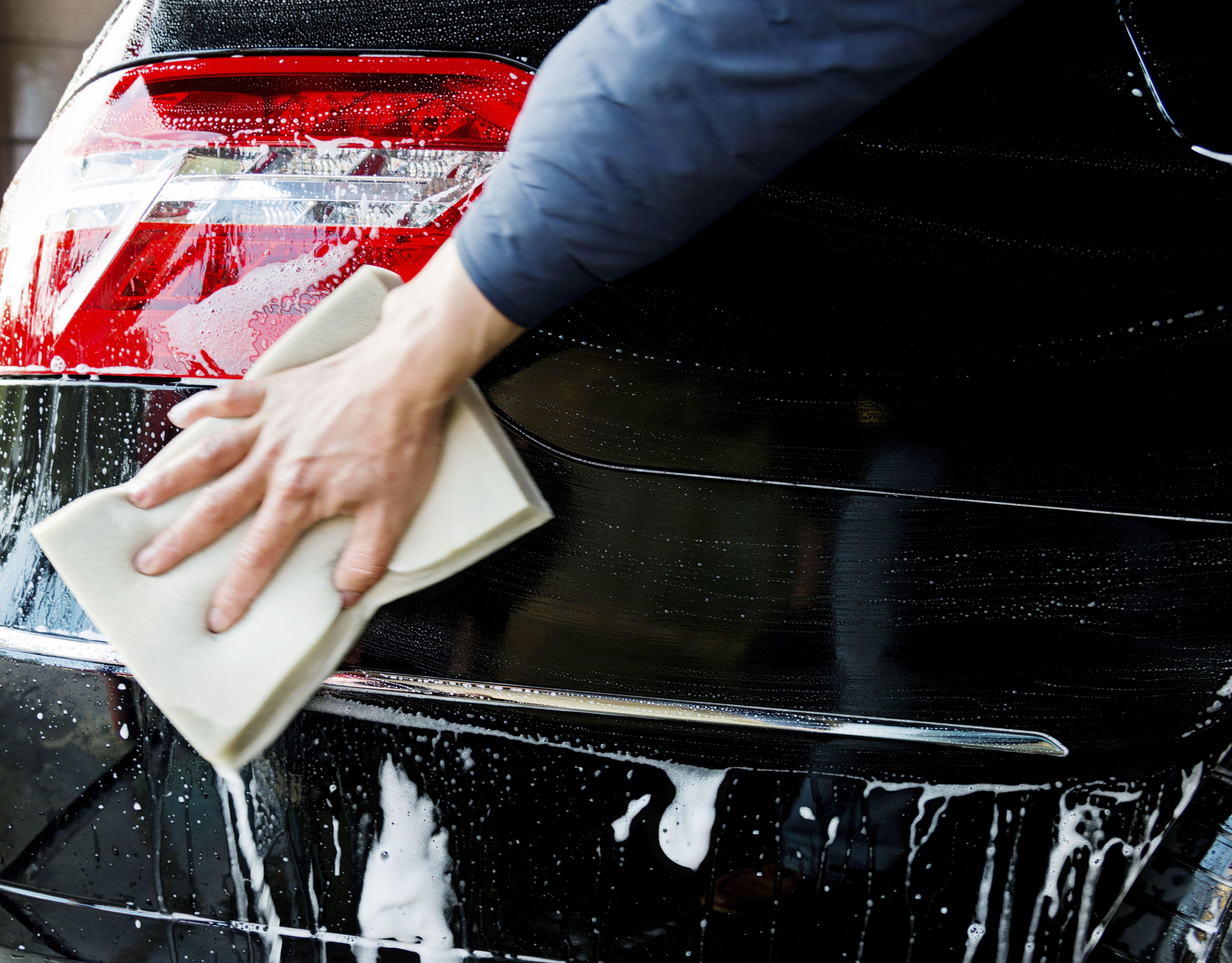 Lavado a mano de coches en Oviedo